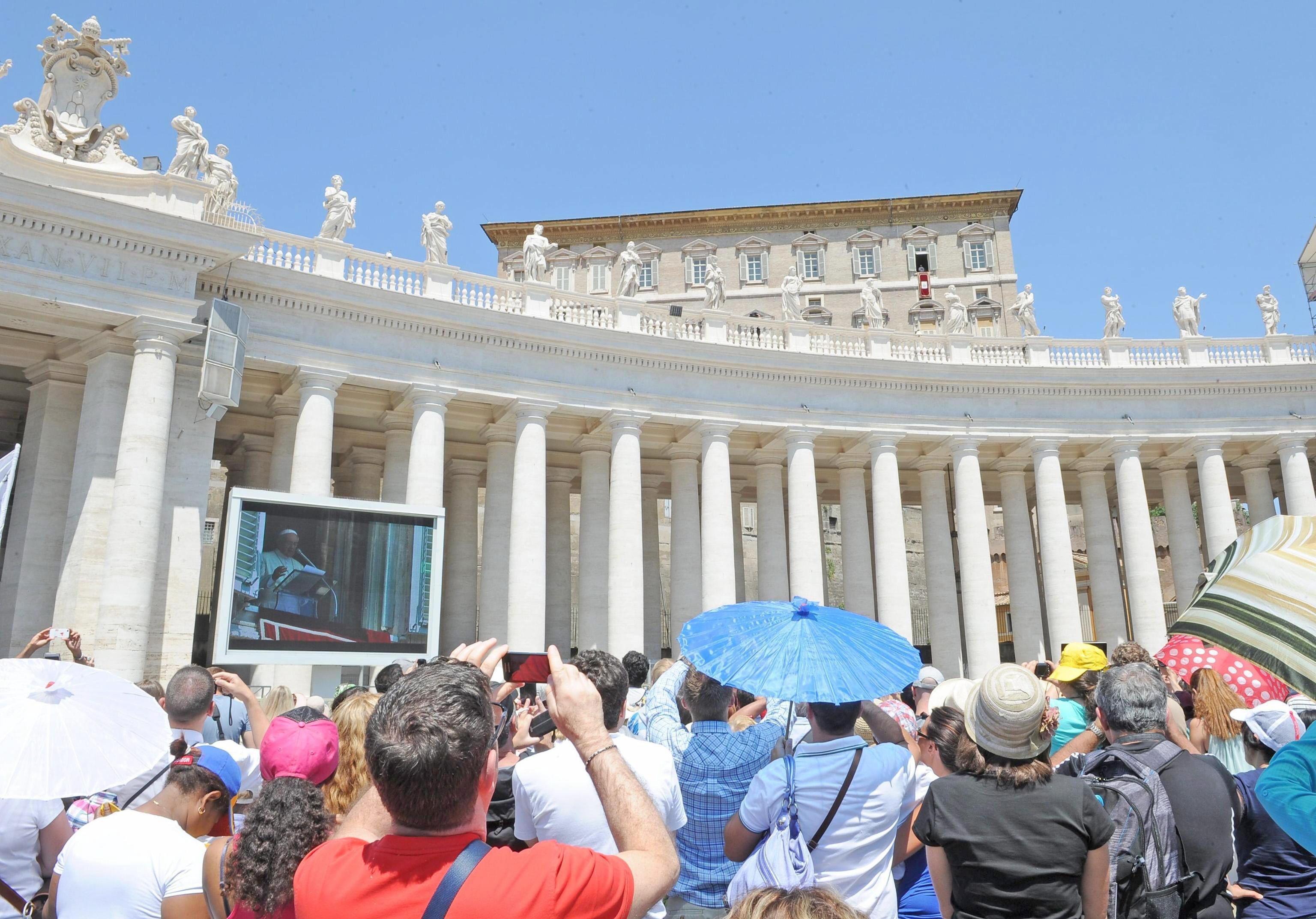 El papa dice que el cristiano que no sabe escuchar a Dios, no es libre