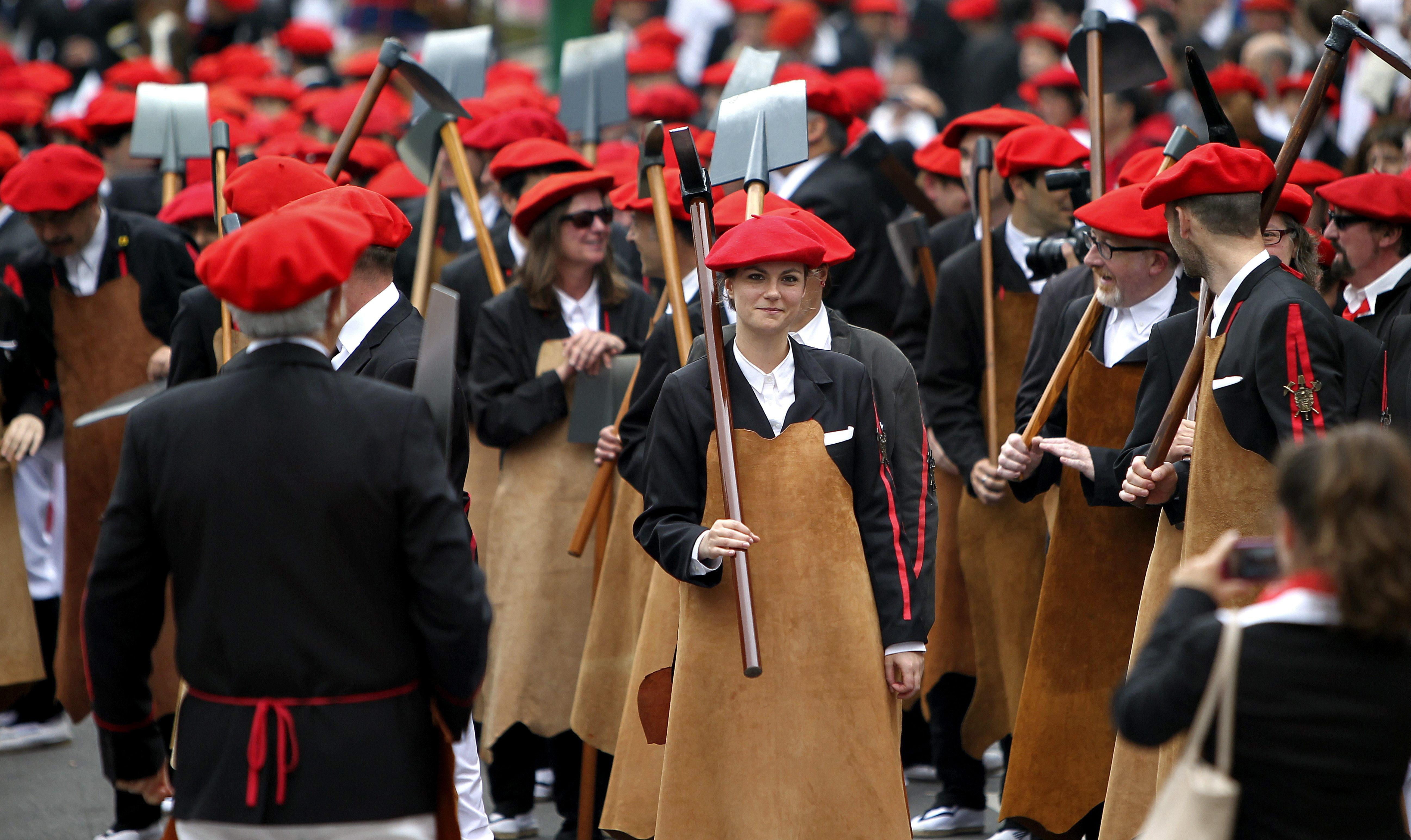 La fiesta manda en Irun (Gipuzkoa) en la celebración de los alardes