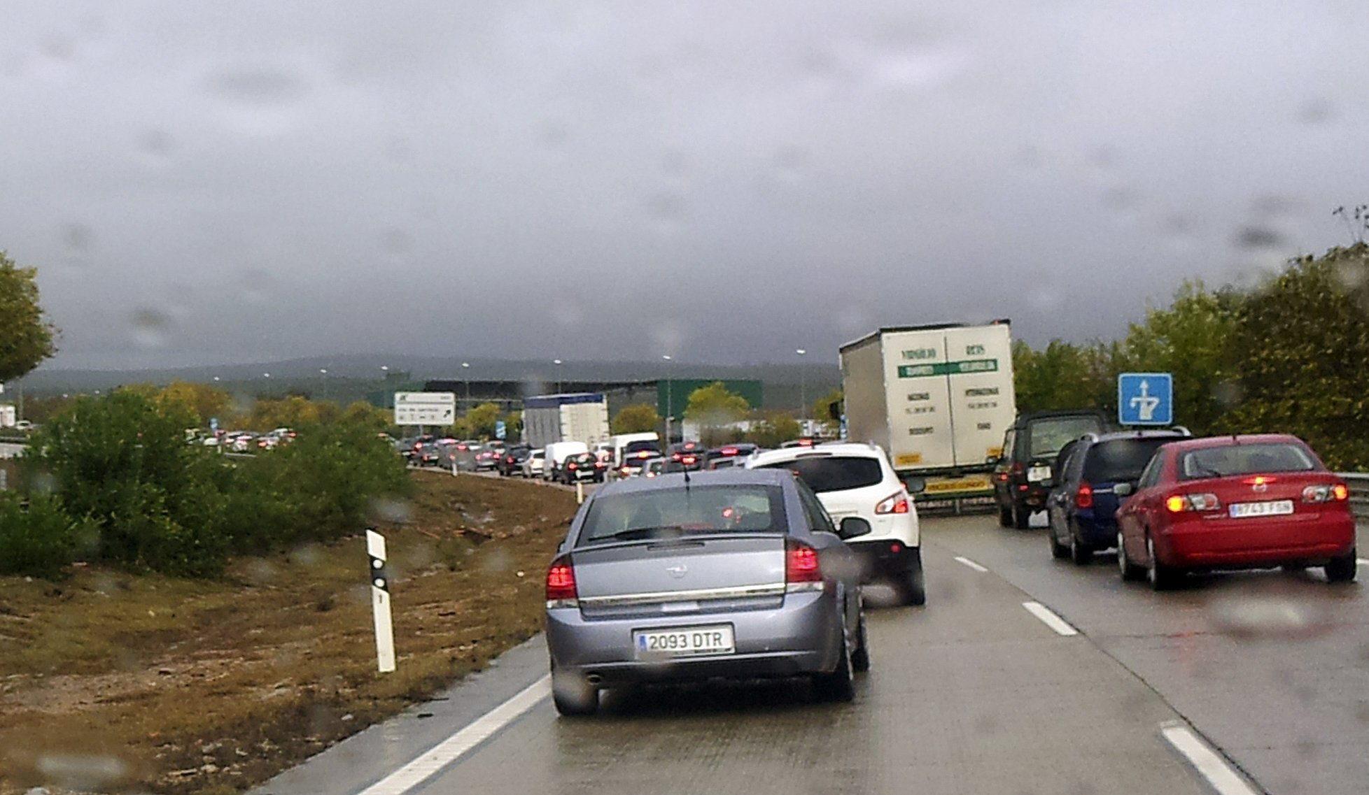 Un muerto al empotrar su coche contra un camión en Sagunto (Valencia)