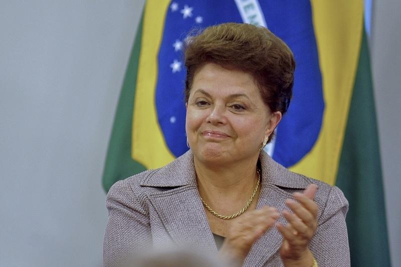Rousseff se plantea subir impuestos para financiar las prestaciones sociales
