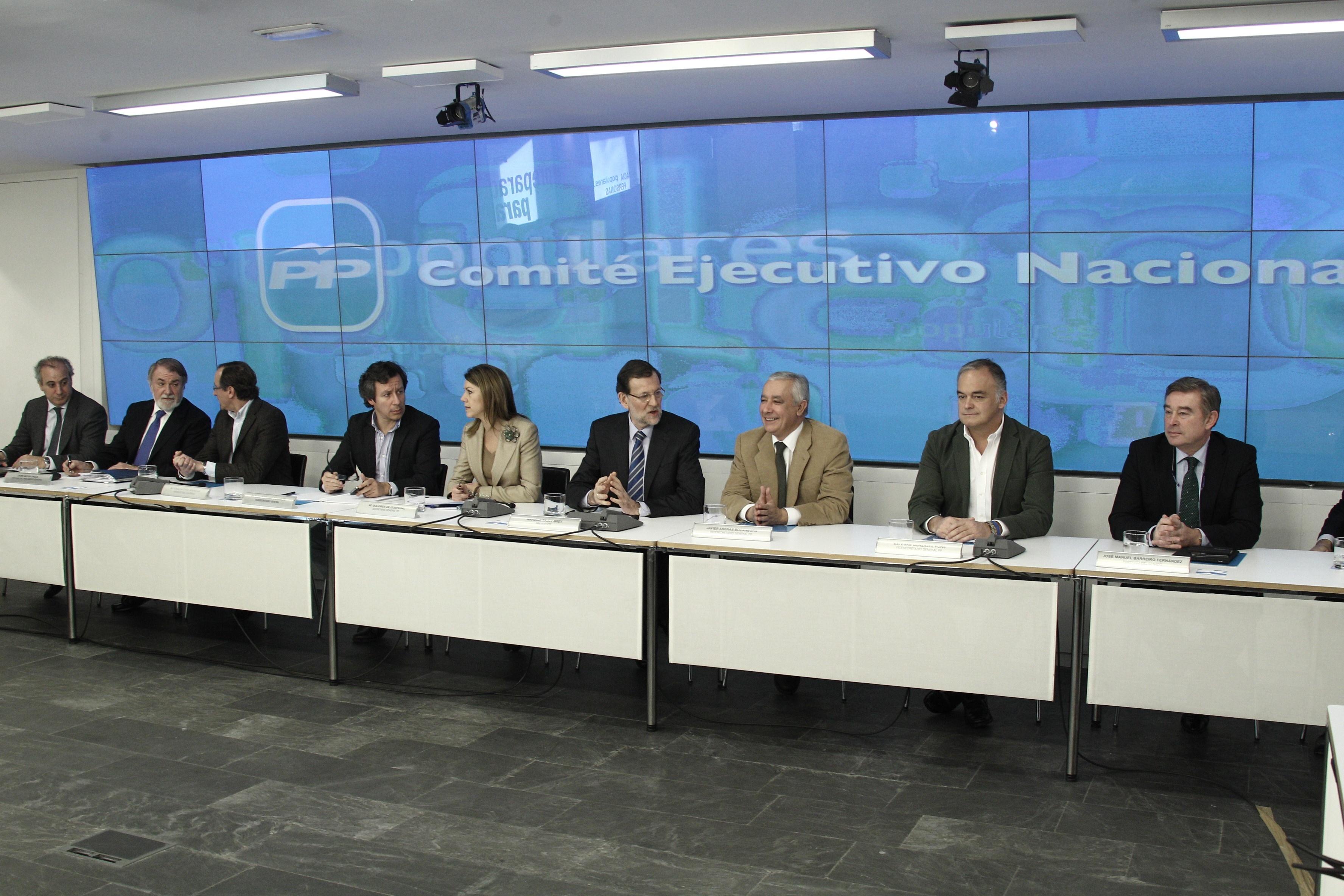 Aznar reaparece hoy en FAES y Rajoy convoca a la cúpula del PP en plena tormenta por el encarcelamiento de Bárcenas
