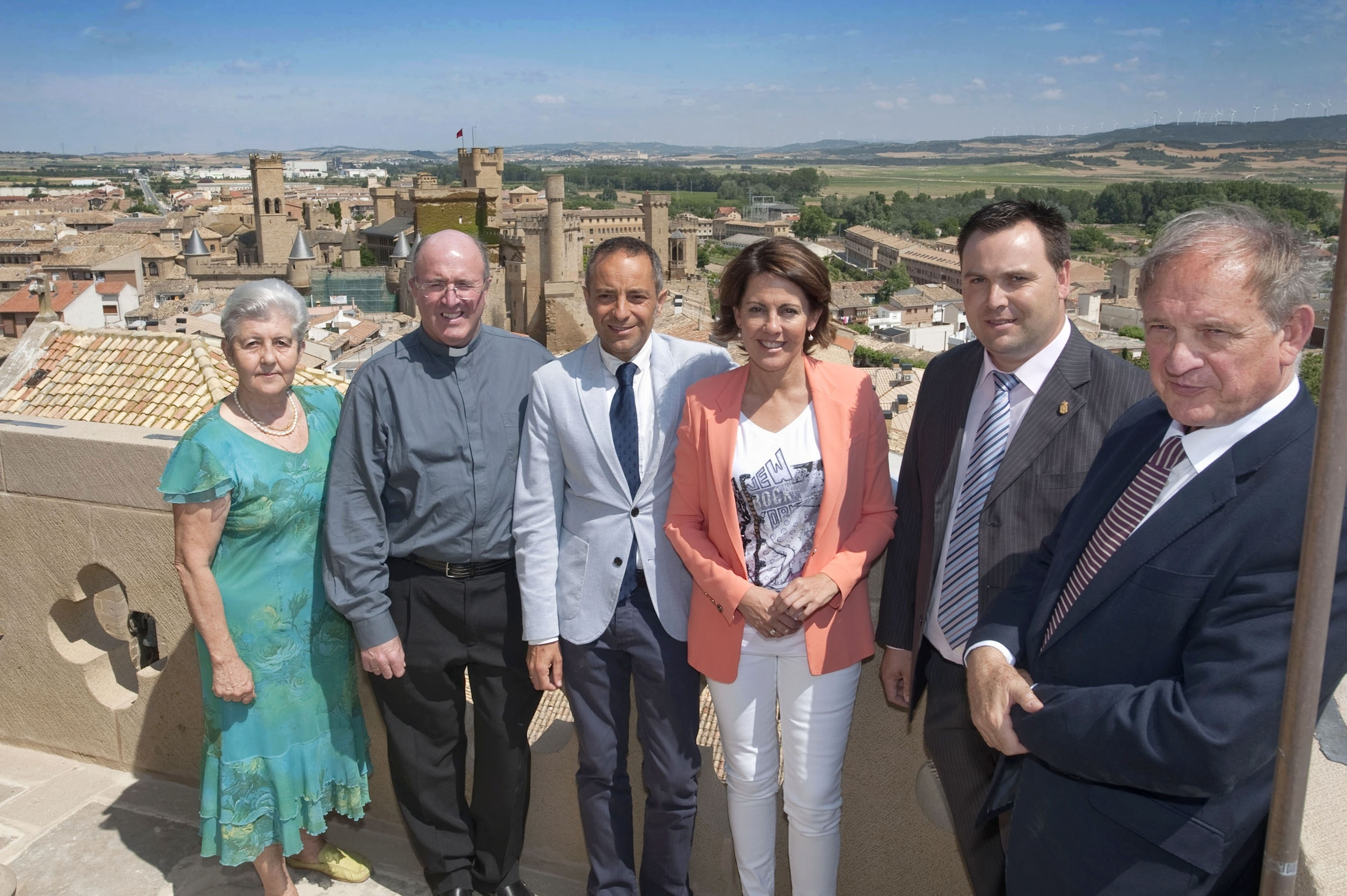 Barcina visita las obras de restauración de la torre medieval de la iglesia de San Pedro de Olite