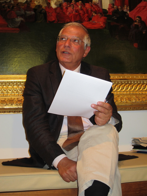 Borrell defiende que el PSOE tenga un candidato electoral diferente al secretario general