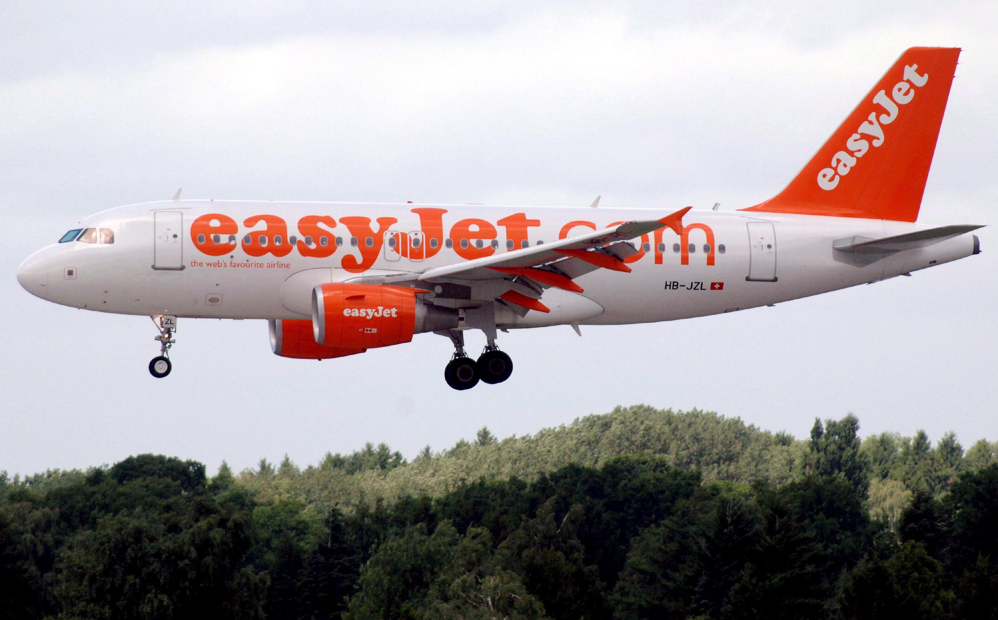 Los pasajeros de un vuelo de EasyJet esperan 30 horas a que salga su avión
