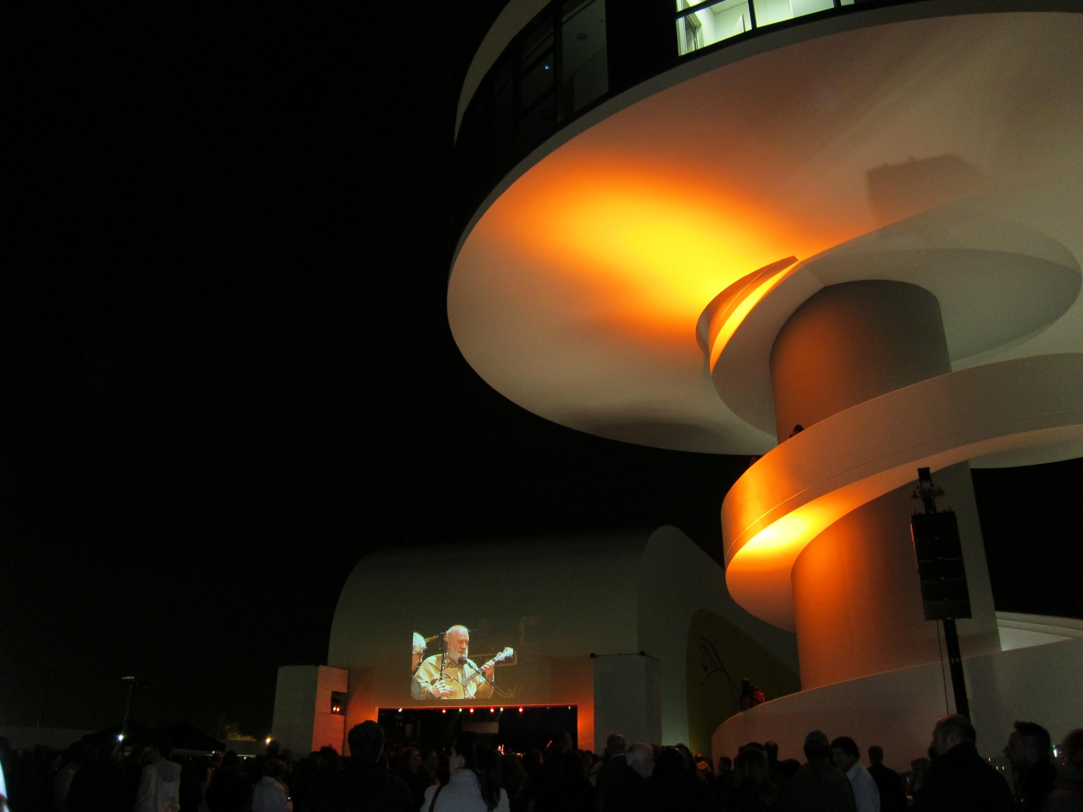 Foro advierte de la «desaparición» de los expedientes por los que se le concedieron subvenciones al Niemeyer