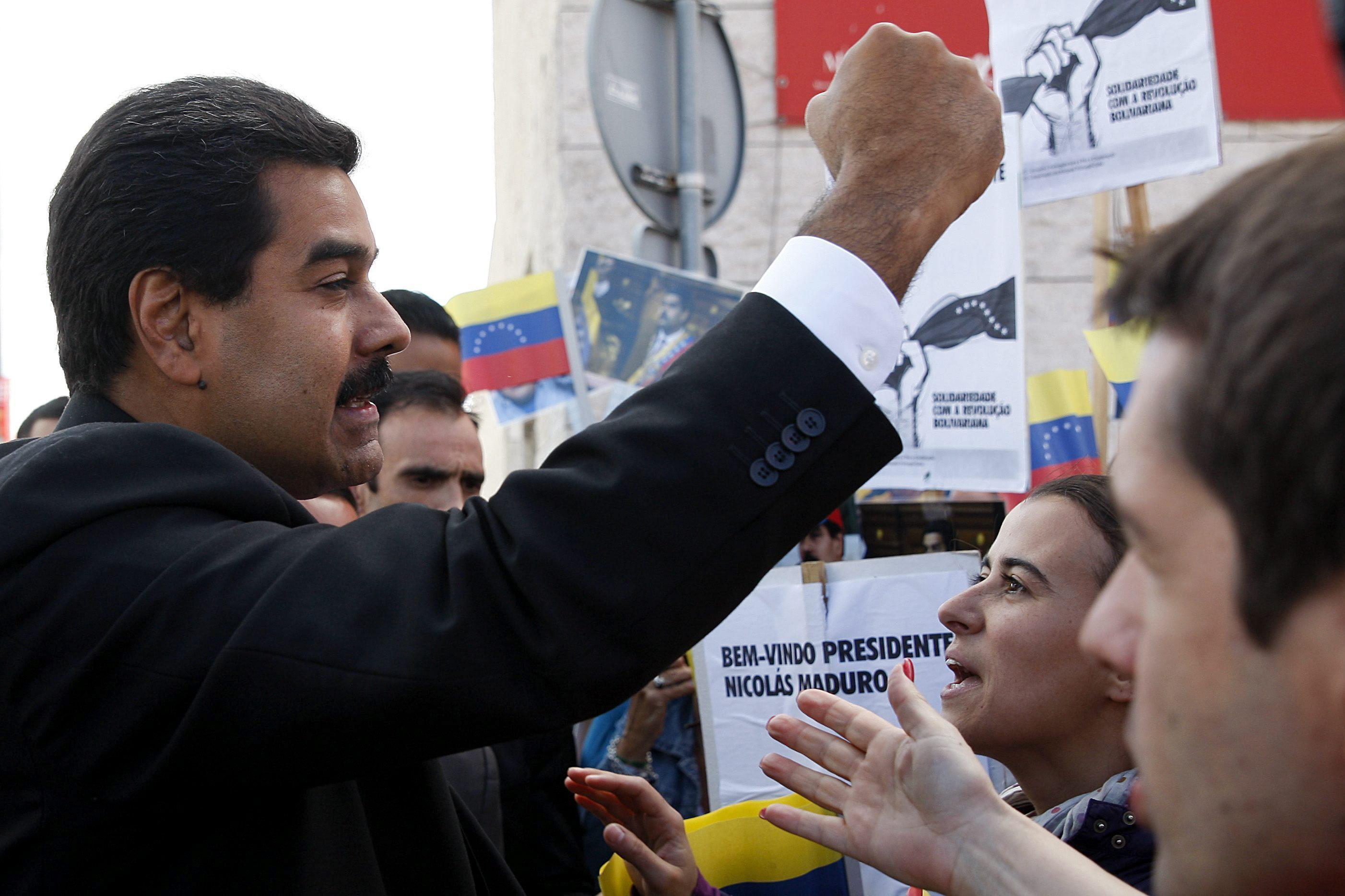 Un diario ruso dice que Maduro podría llevarse a Snowden a Venezuela