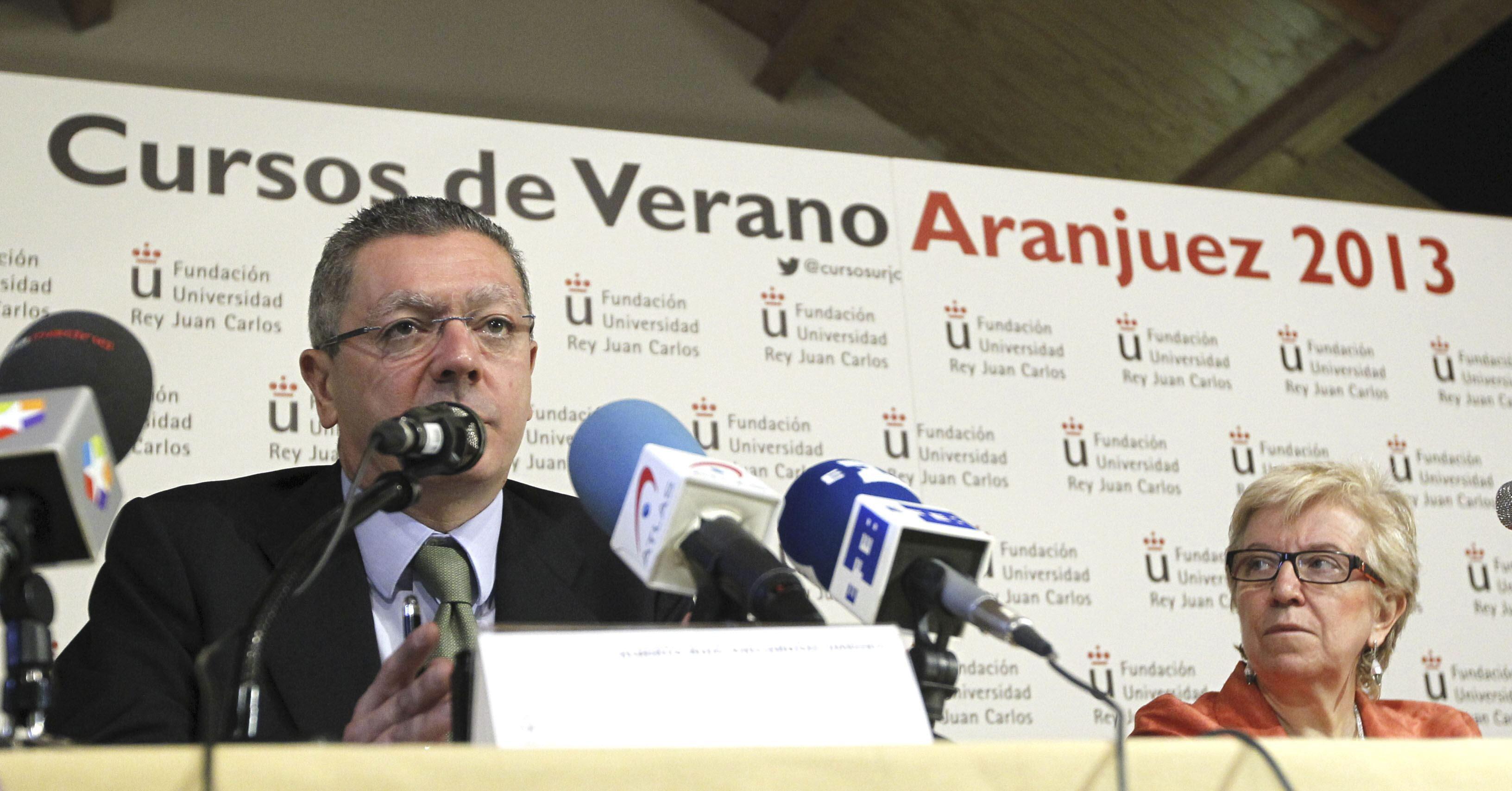 Gallardón señala como peligroso que el PSOE quiera quitarle poder al Supremo