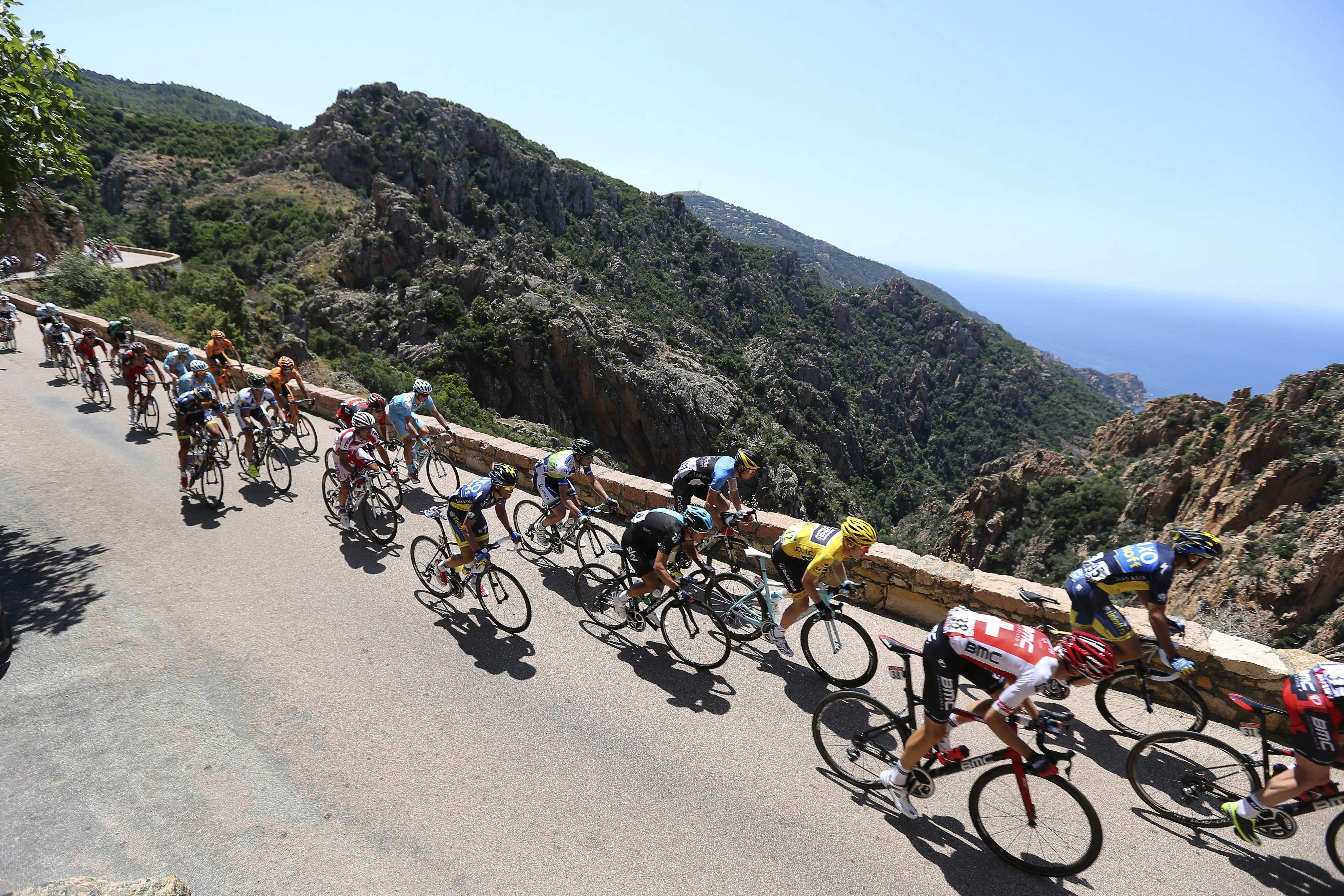 Gerrans vence al esprín en la tercera etapa del Tour y Bakelants sigue líder