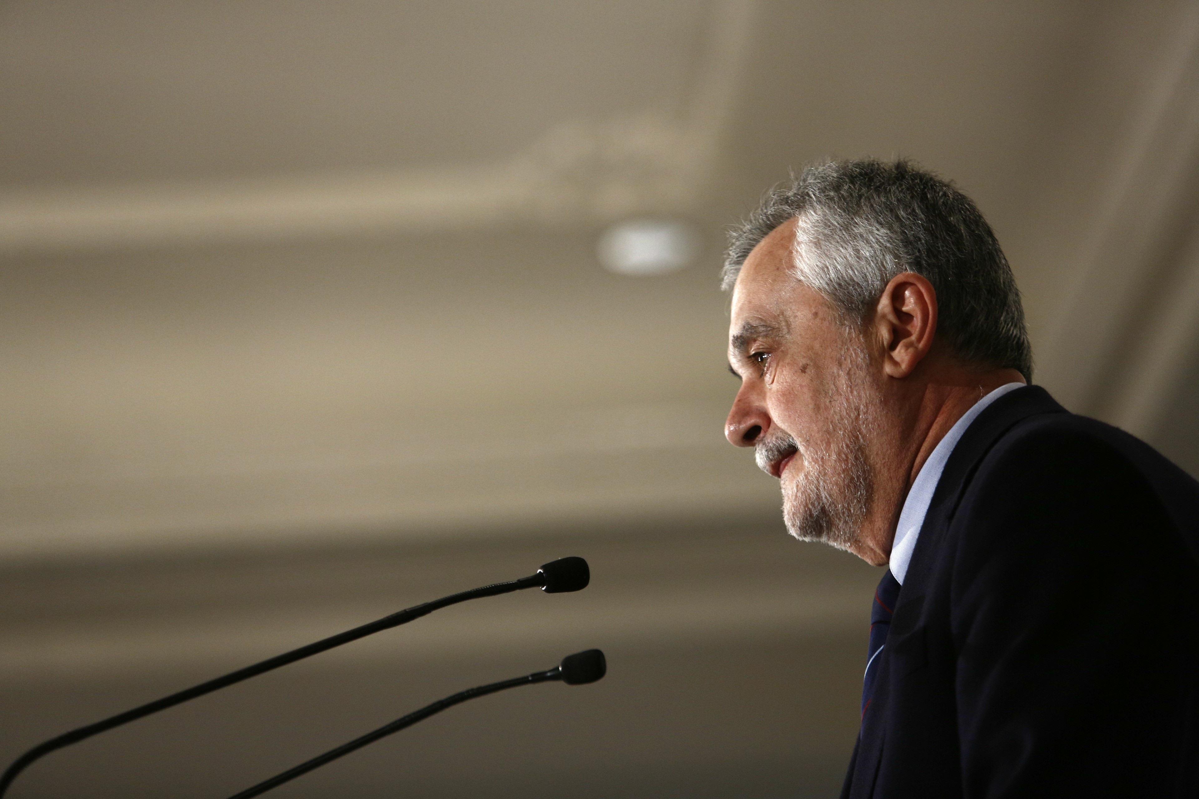 Griñán avisa de que si le ha hecho «un roto» a Rubalcaba, el PSOE está muy débil