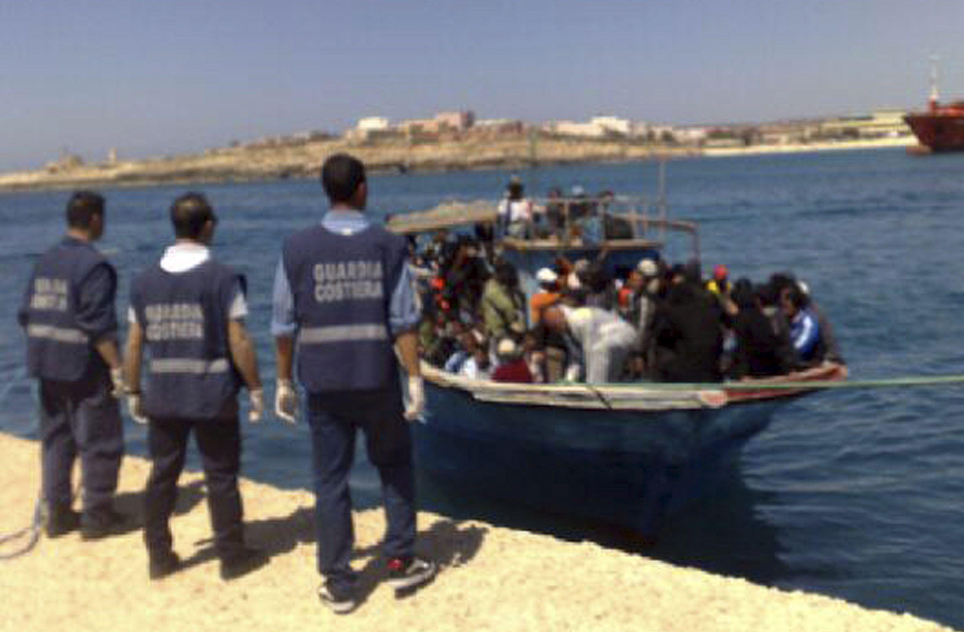 Francisco visitará Lampedusa para dar alivio a inmigrantes ilegales