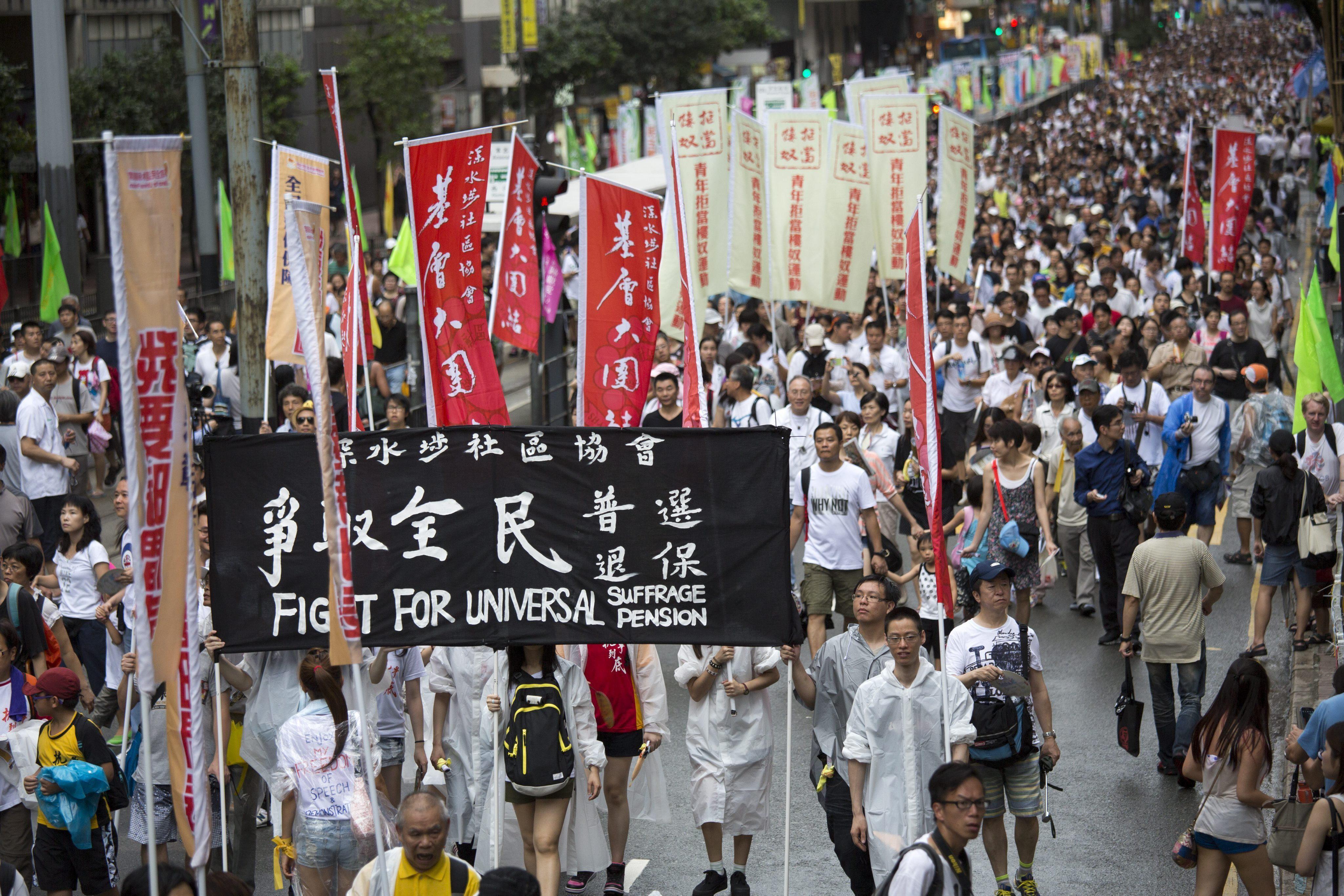 Multitudinaria manifestación para pedir el sufragio universal en Hong Kong