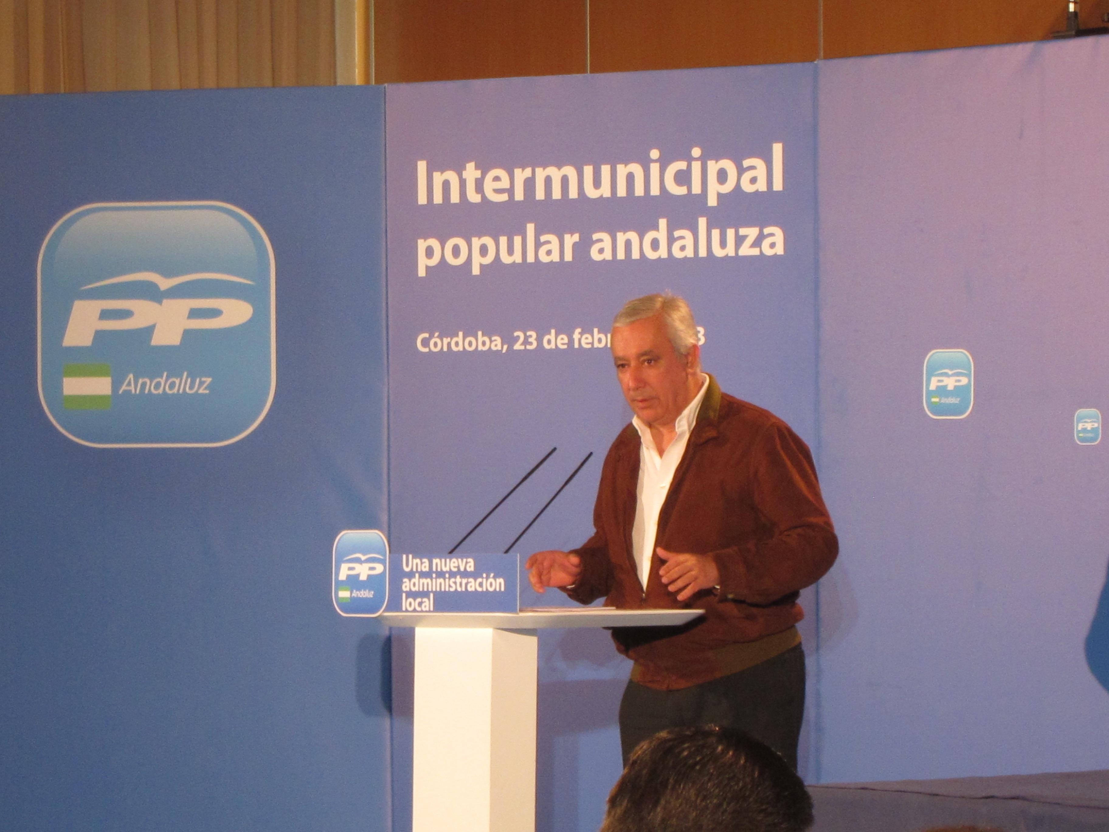 El PSOE exige explicaciones inmediatas a Arenas por vivir como un «marajá»