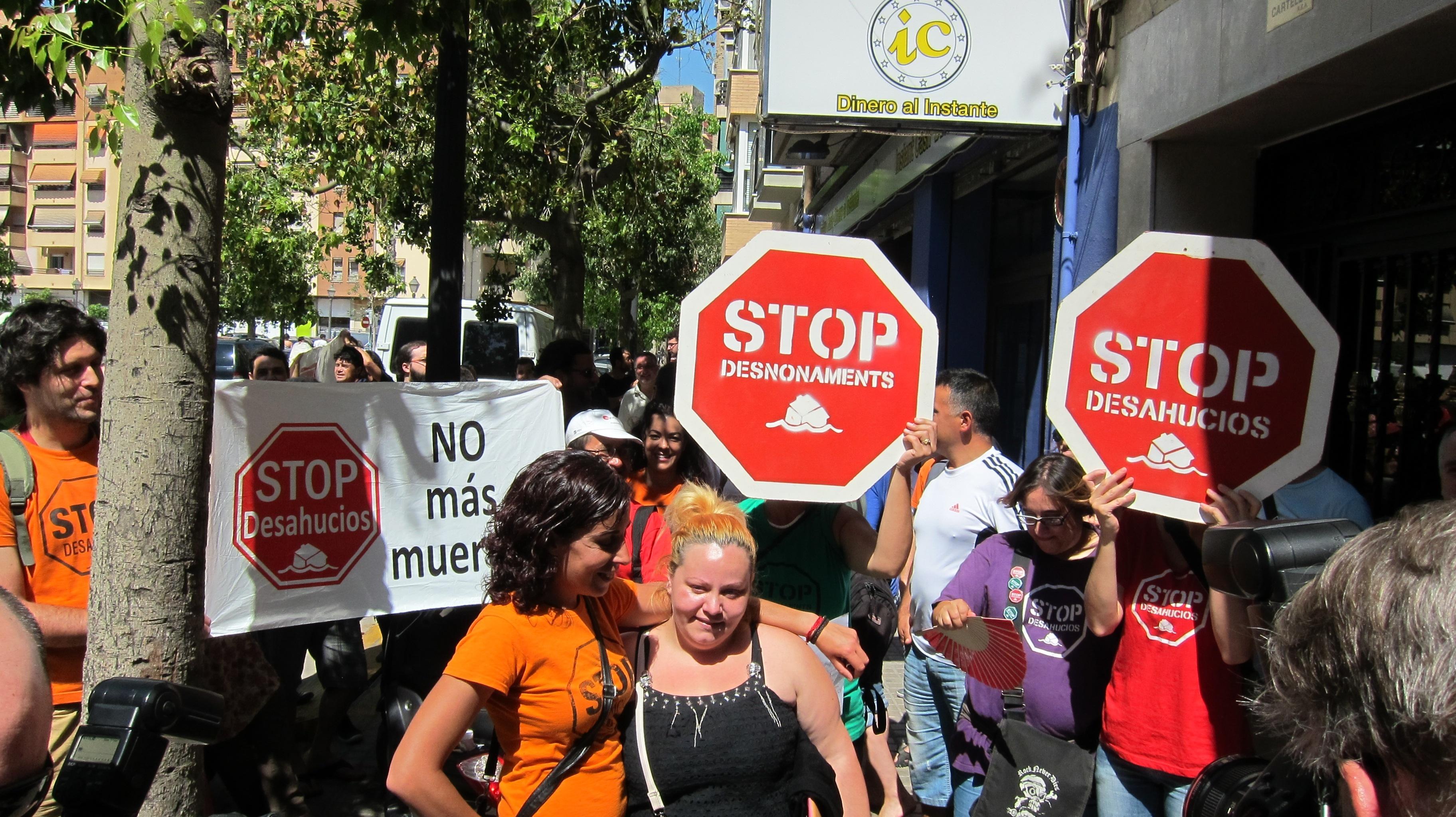 Paralizan el desahucio en Valencia de una mujer víctima de violencia de género con dos hijas de 6 y 3 años