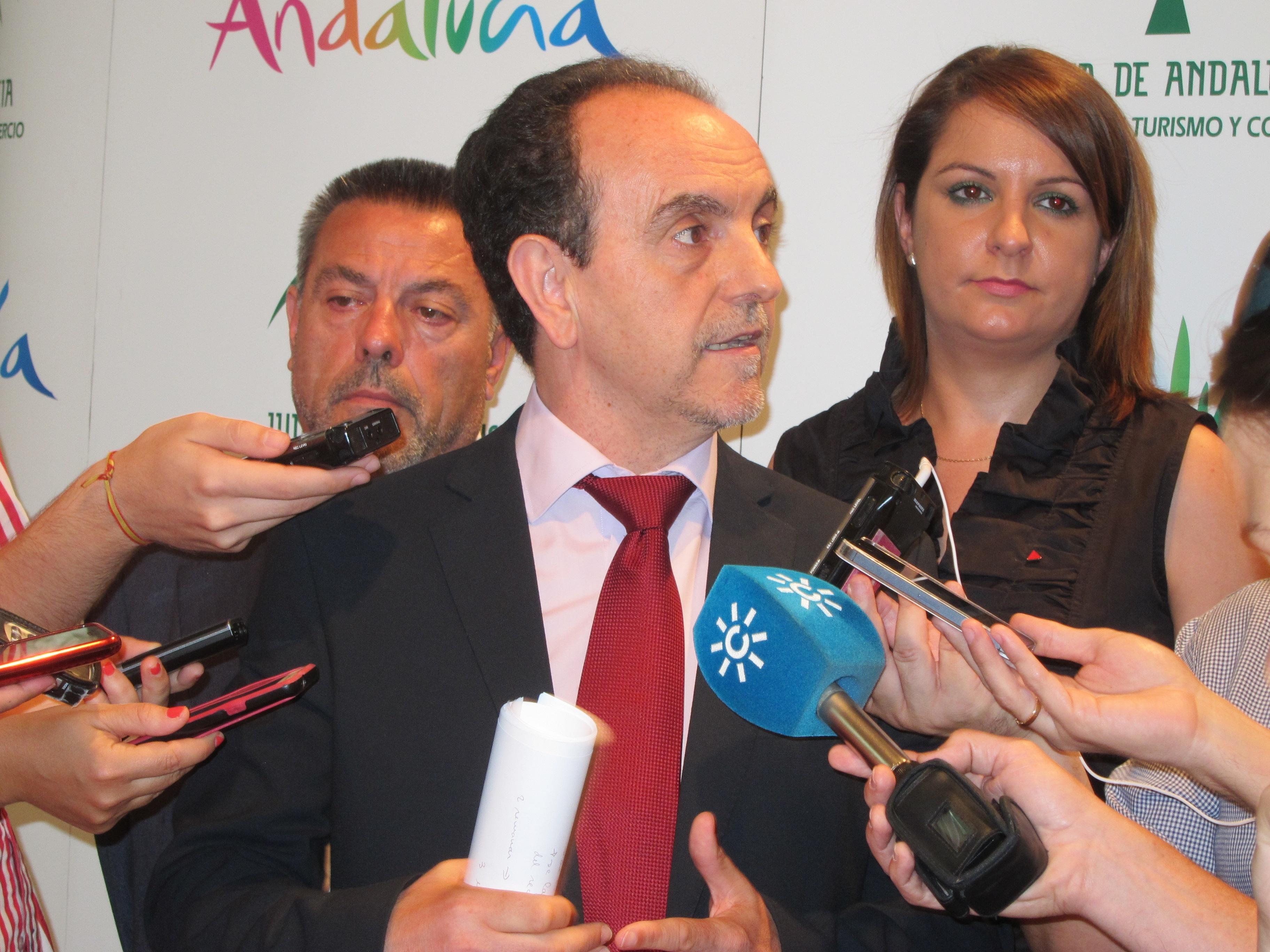 Rodríguez insiste en que el verano se afronta con «optimismo» y «prudencia»