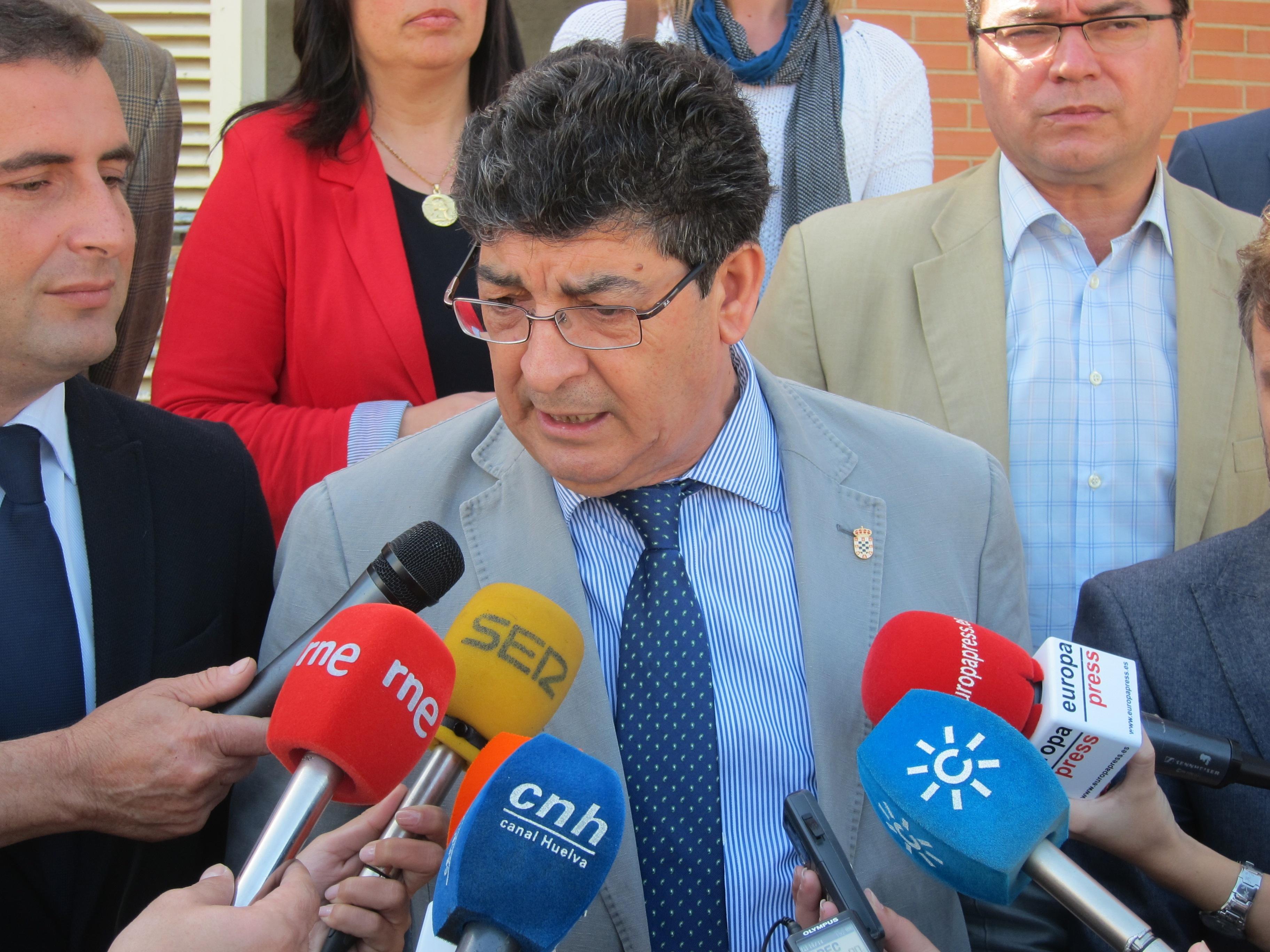 Valderas «no ve problema» en que Díaz y Planas compitan en las primarias del PSOE-A