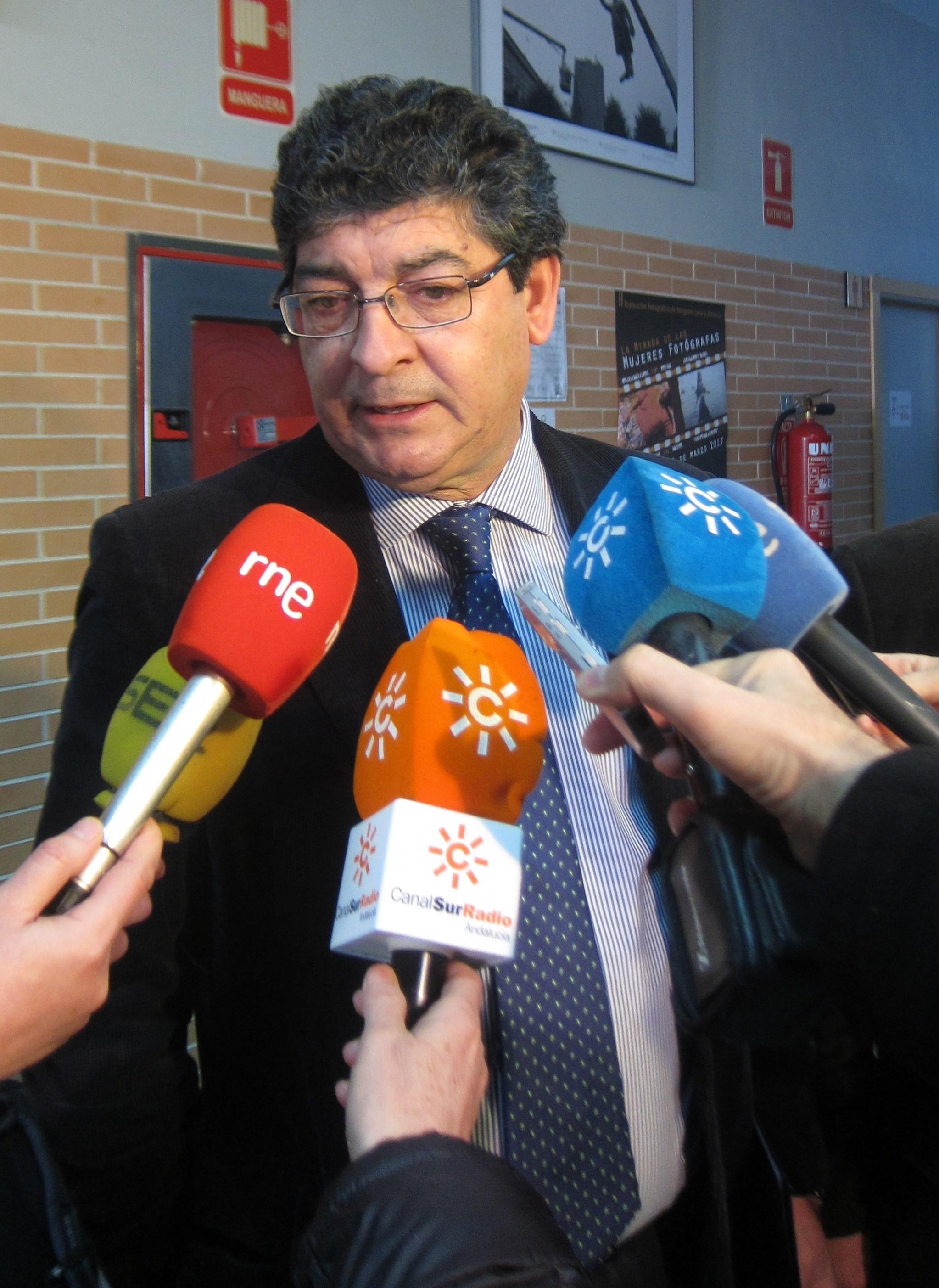 Valderas dice que «no ve» un adelanto electoral y afirma que un Gobierno «tiene que seguir al frente mientras sea útil»