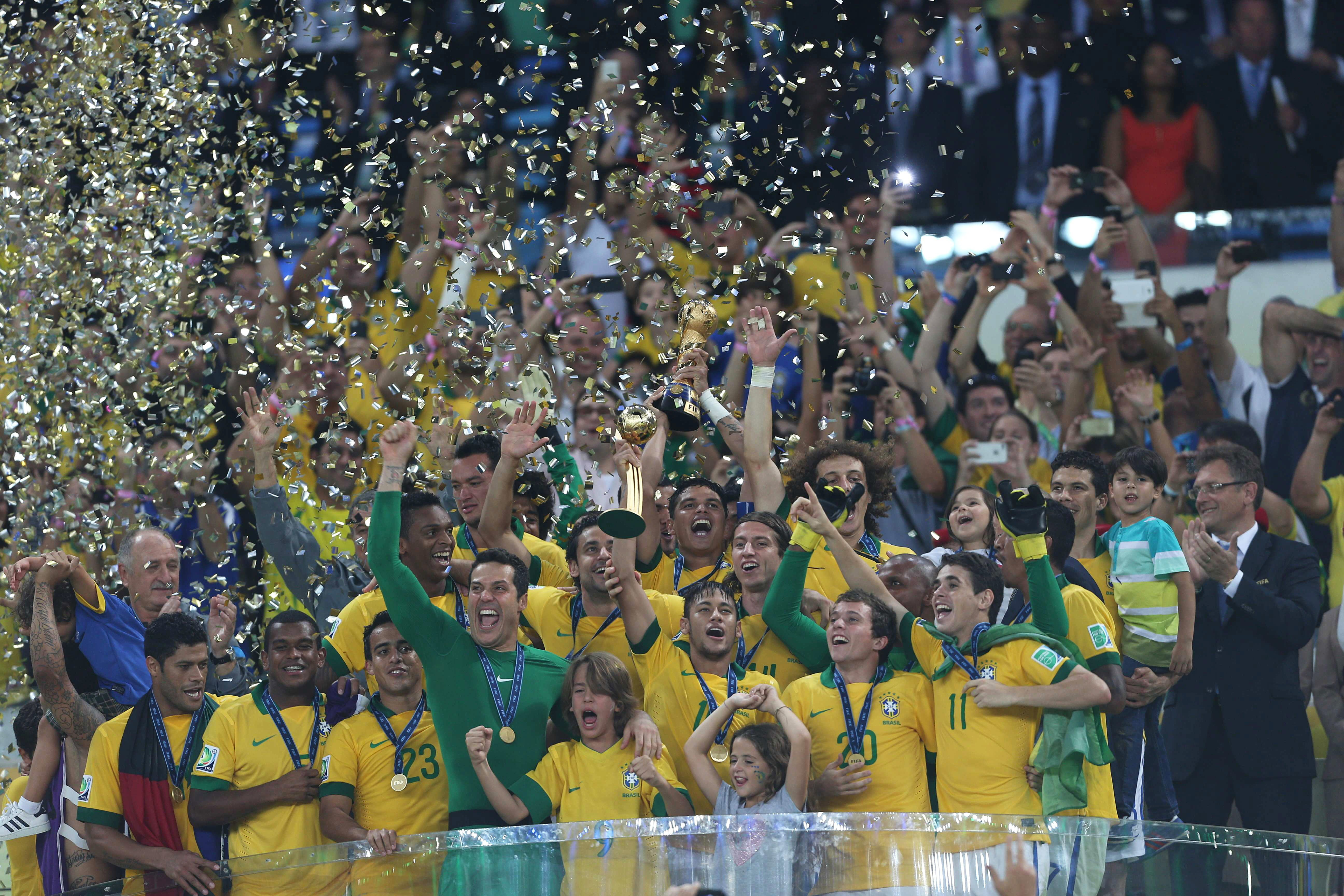 La «furia brasileña» impuso su «jerarquía» y «el campeón volvió», dice la prensa