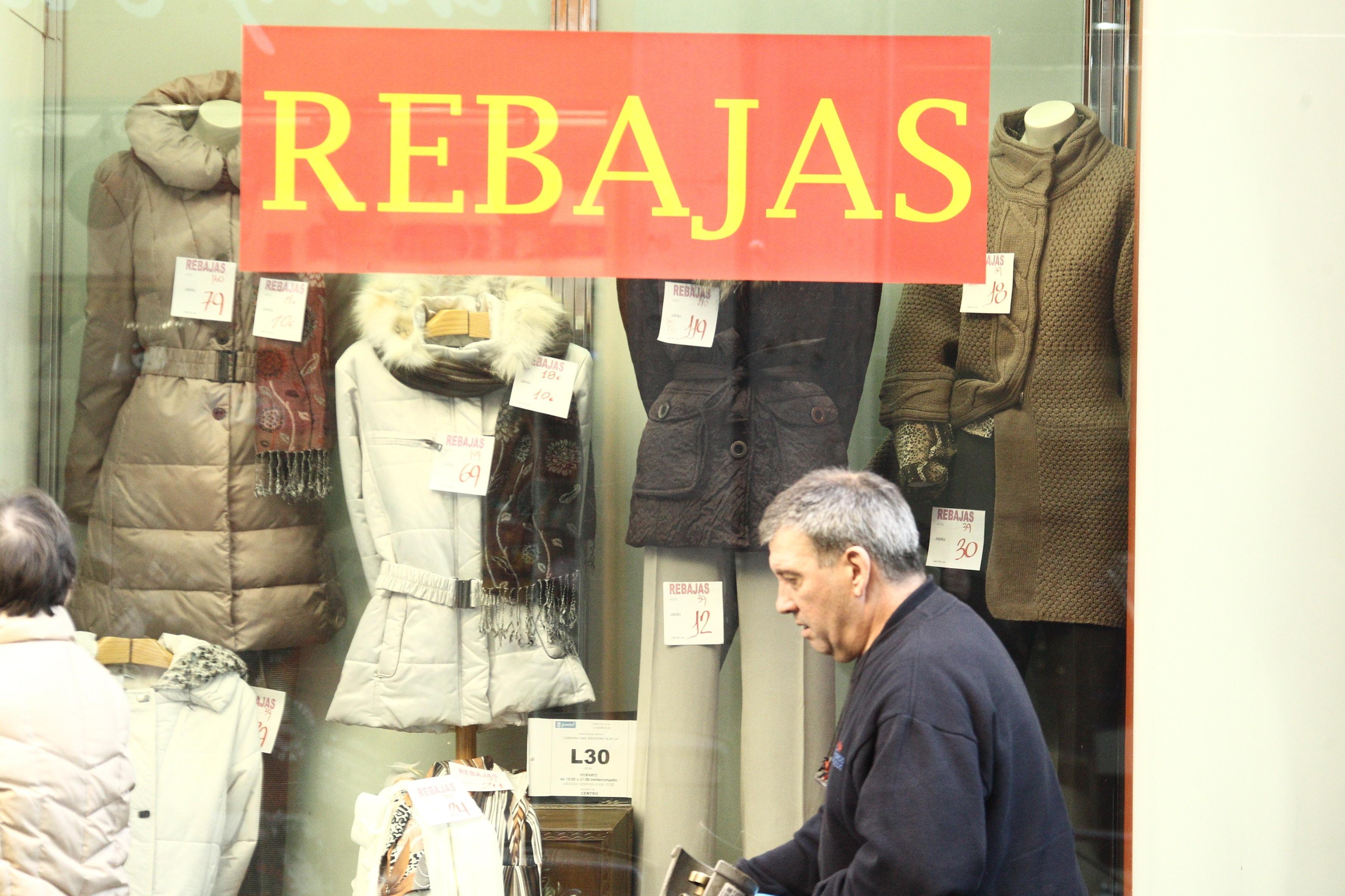 Los cántabros gastarán 68 euros de media en las rebajas de verano, un 17% más que en 2012