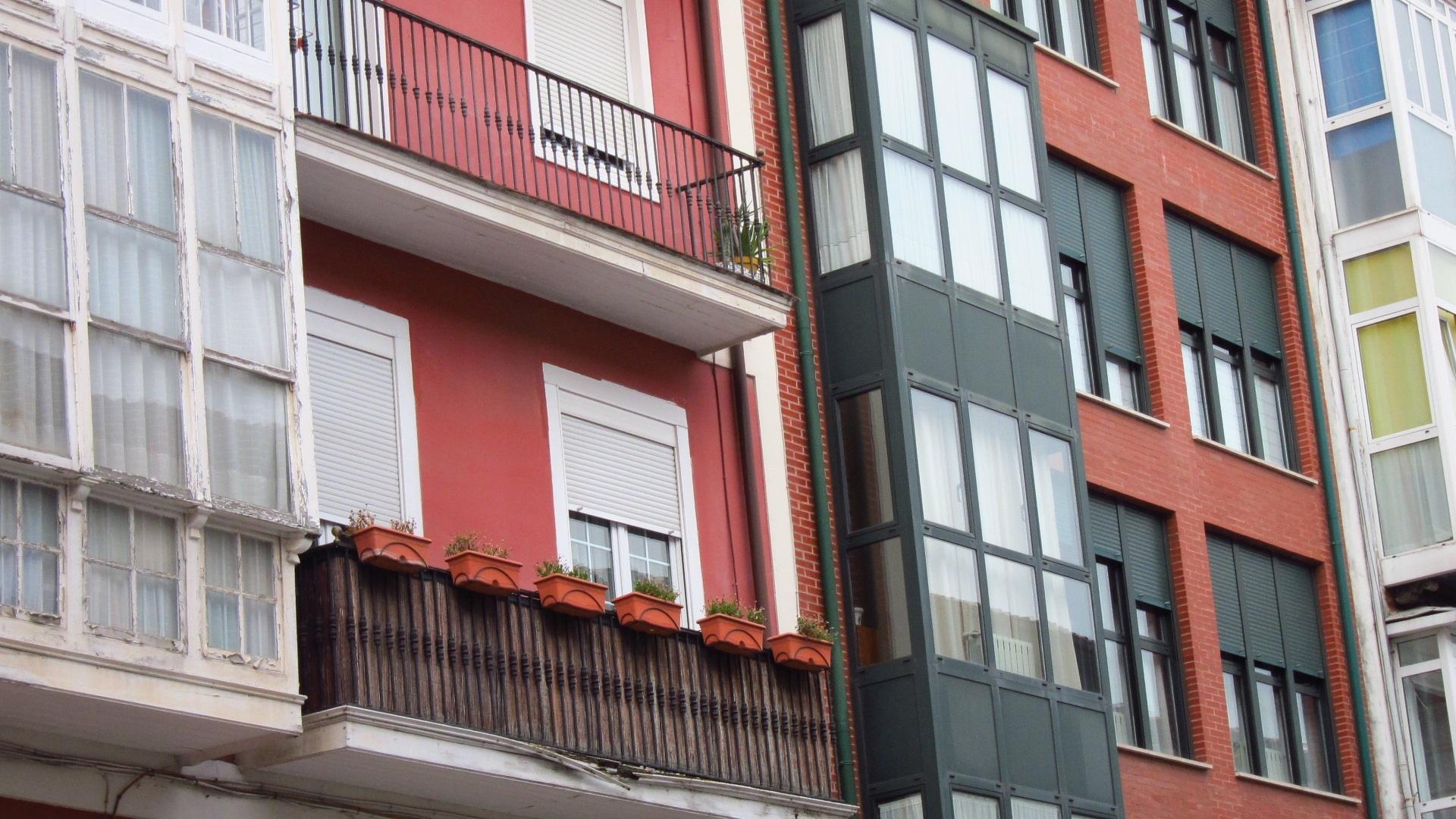 El precio de la vivienda nueva en Catalunya cae un 8% y acumula un descenso del 36,8% desde 2007