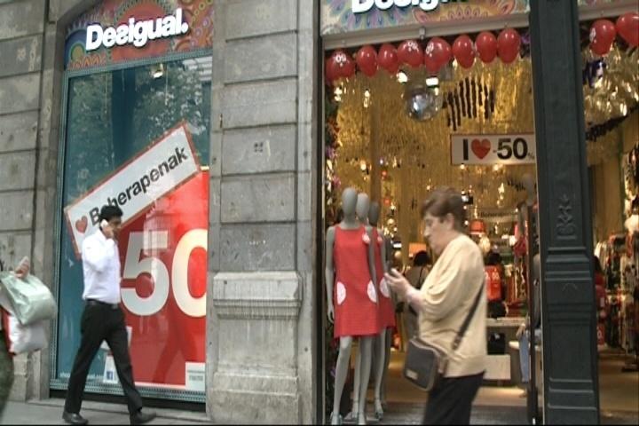 Las rebajas comienzan con fuerza en Euskadi tras un año de caída de ventas por la crisis y el «mal tiempo»
