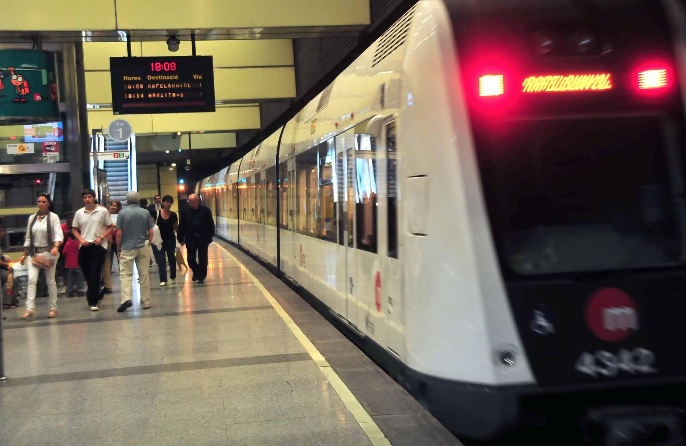 Los niños de hasta diez años ya pueden viajar gratis en Metrovalencia y el TRAM de Alicante