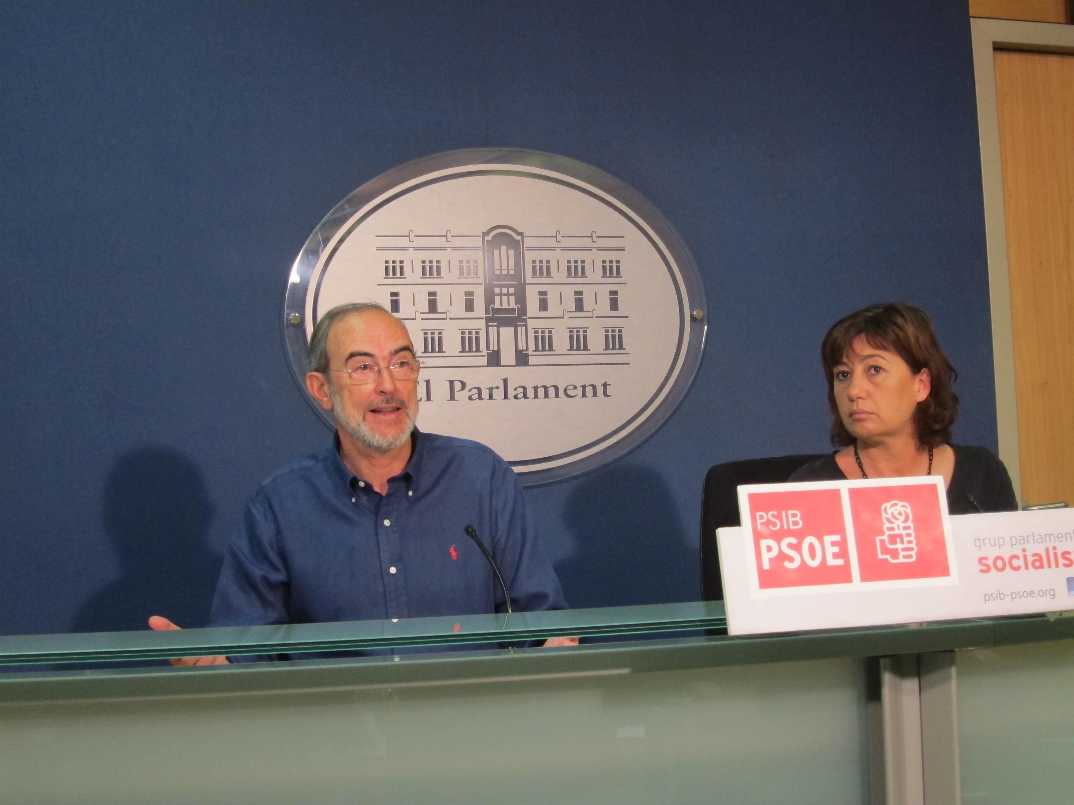 Armengol califica de «indecente e inmoral» que el PP cierre el Parlament todo el verano