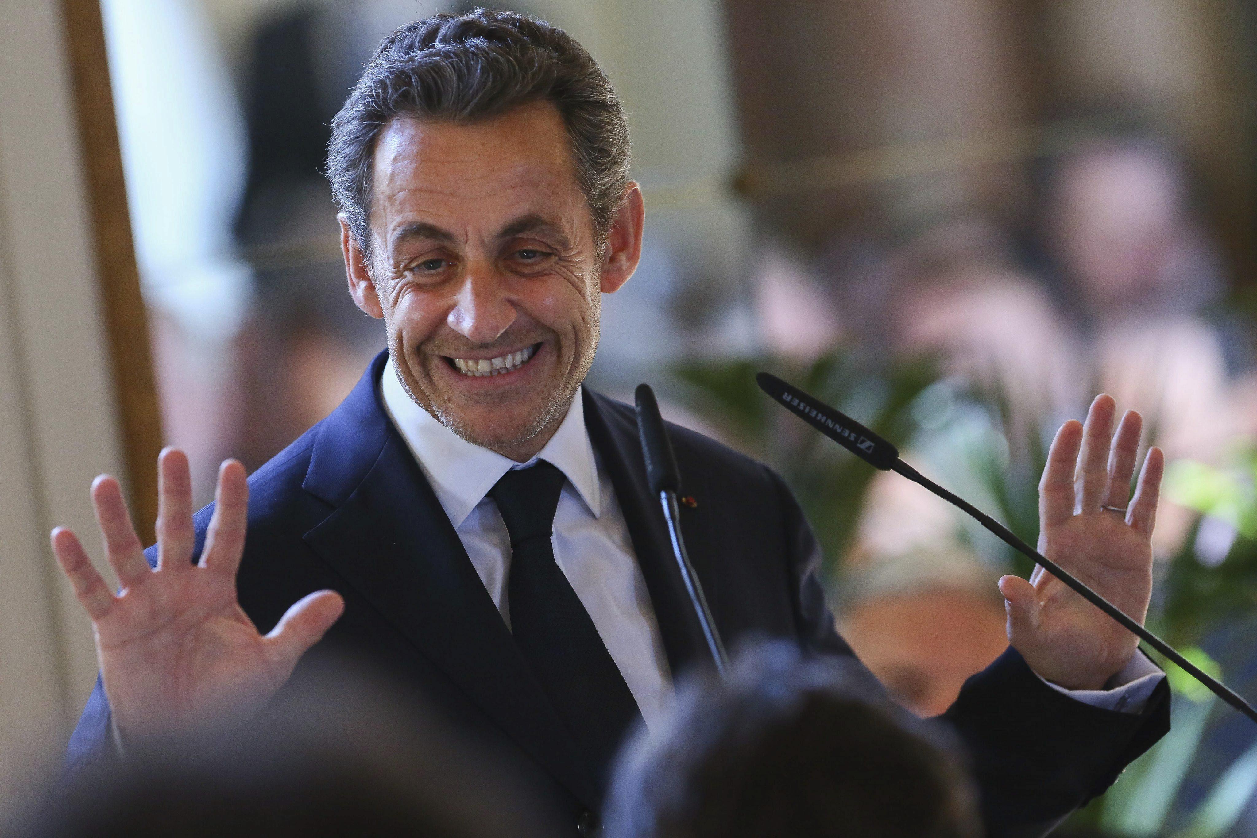 Sarkozy anuncia su dimisión inmediata del Consejo Constitucional francés