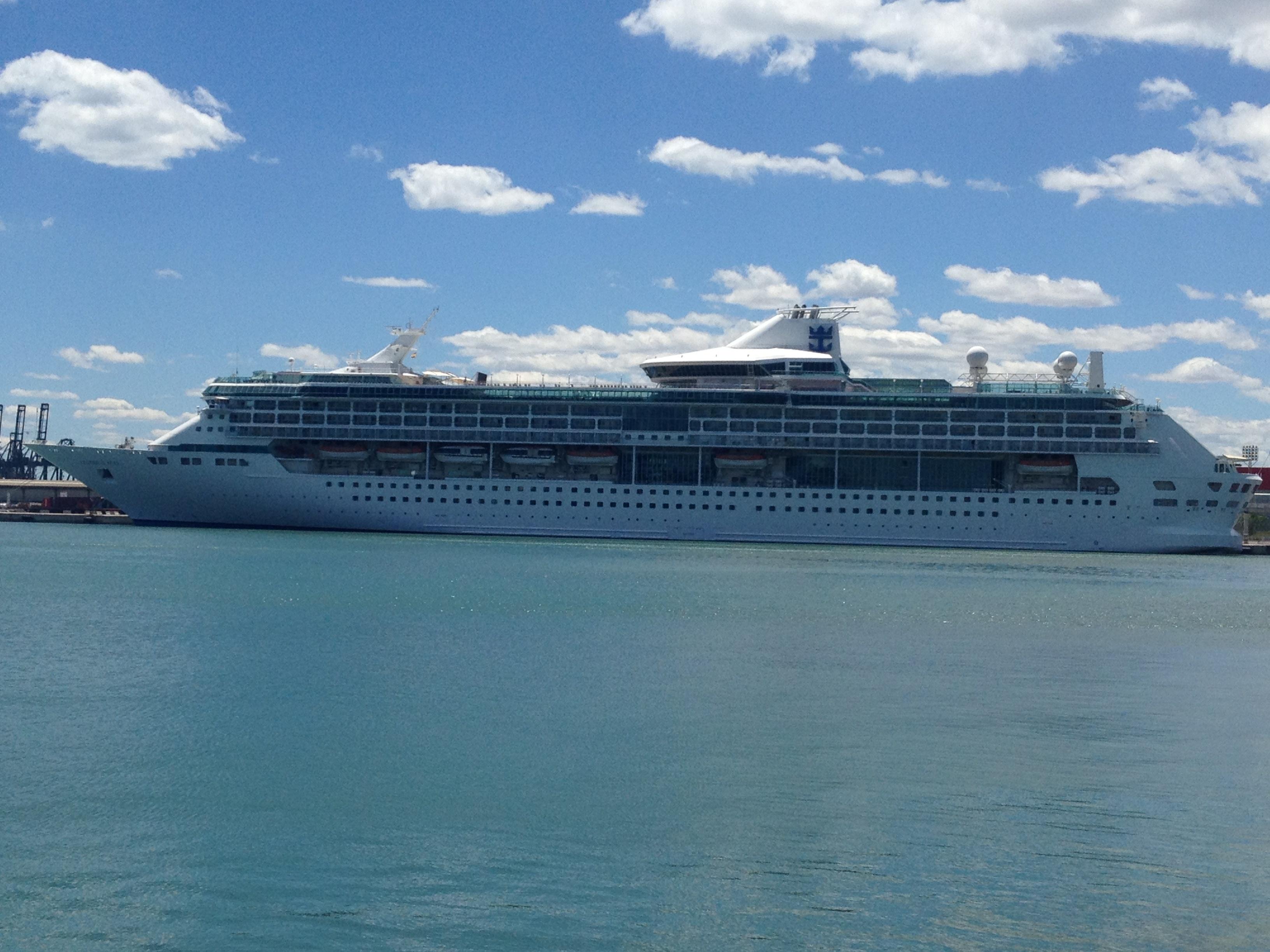 El Independence of the Seas hace escala este viernes en el puerto con 4.000 cruceristas a bordo
