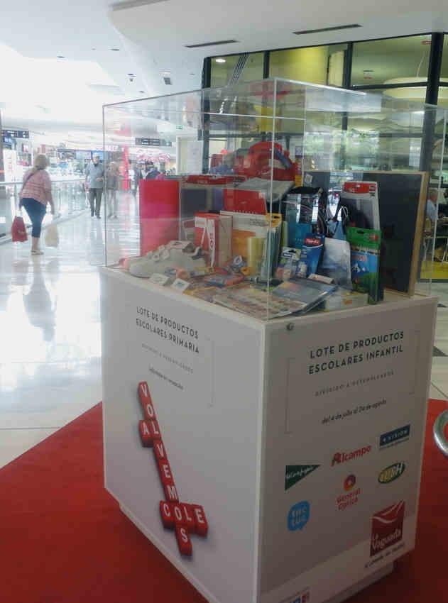 La Vaguada (Madrid) sortea 30 lotes de material escolar para ayudar a familias desempleadas y con hijos