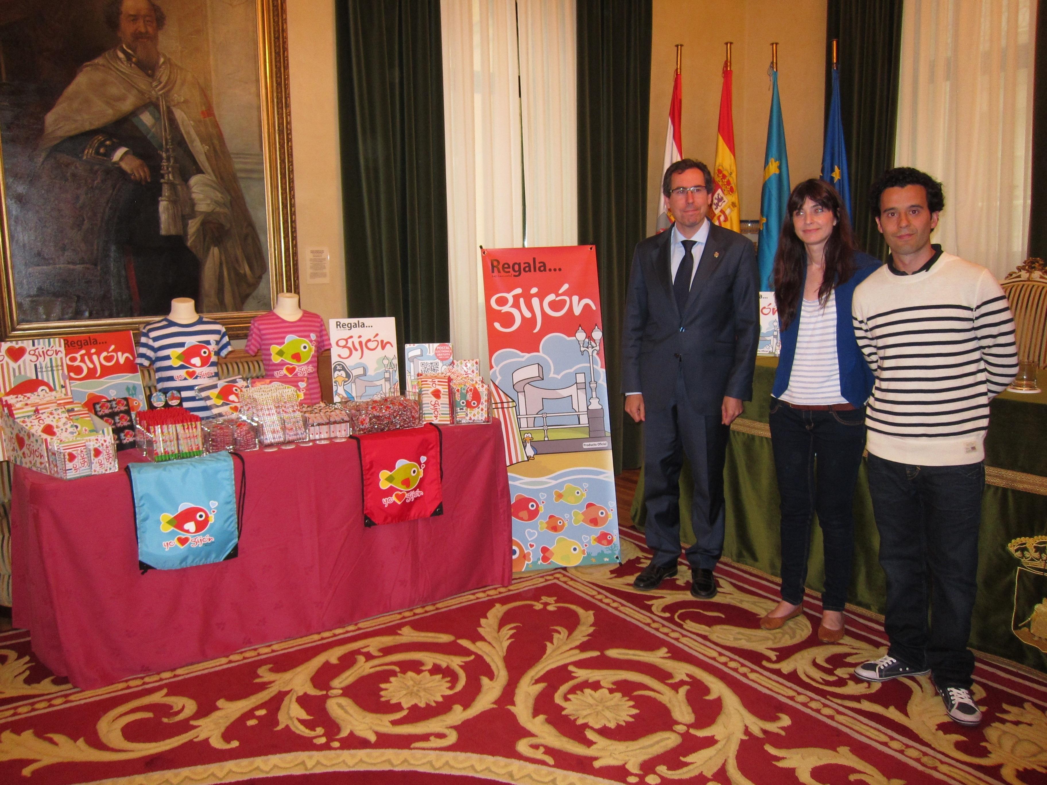 Ayuntamiento y »Les Camisetes» se unen para promocionar la ciudad a través del merchandising