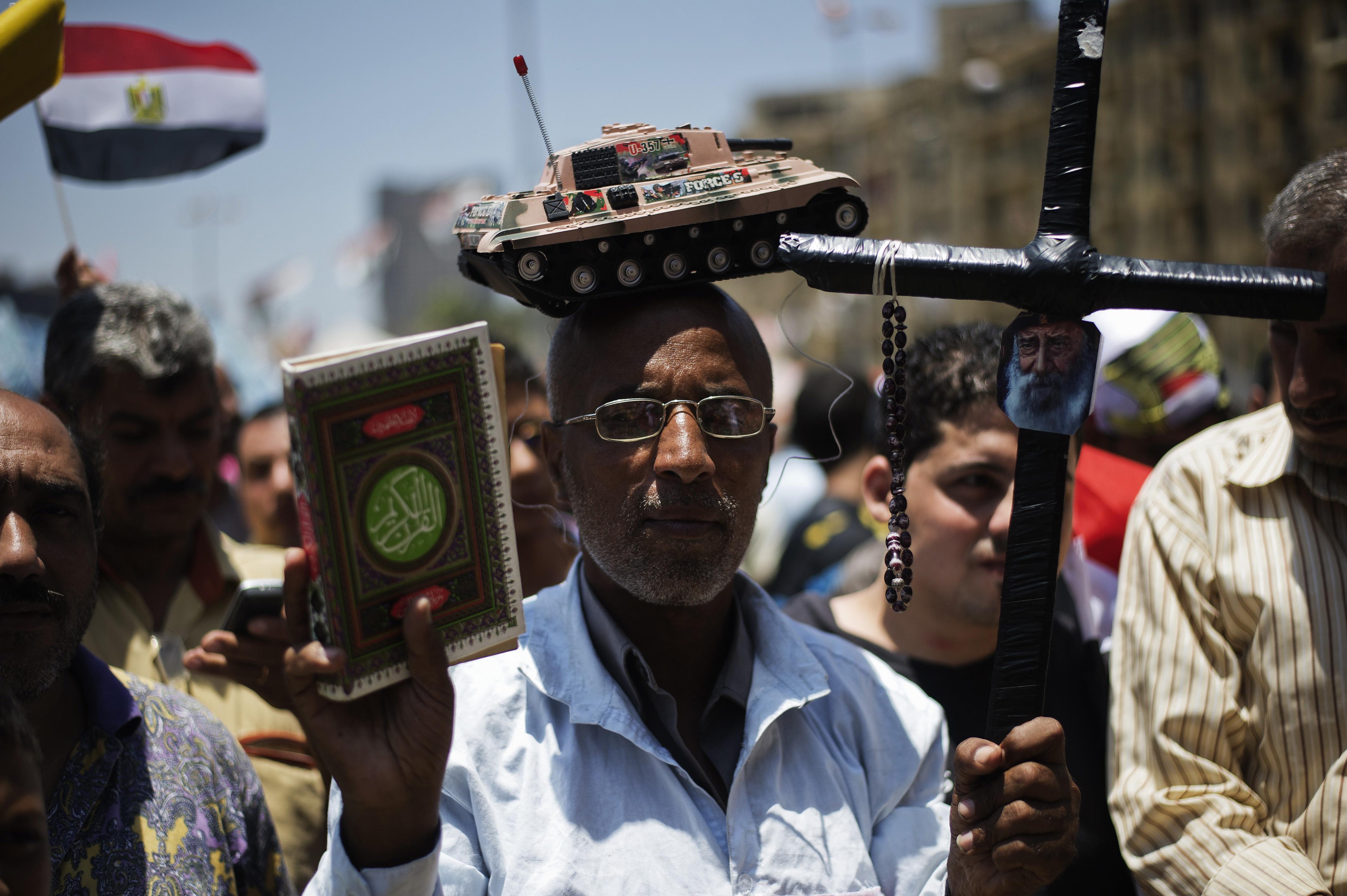 La bolsa egipcia sube y la  moneda repunta el día después del derrocamiento de Mursi, según WSJ