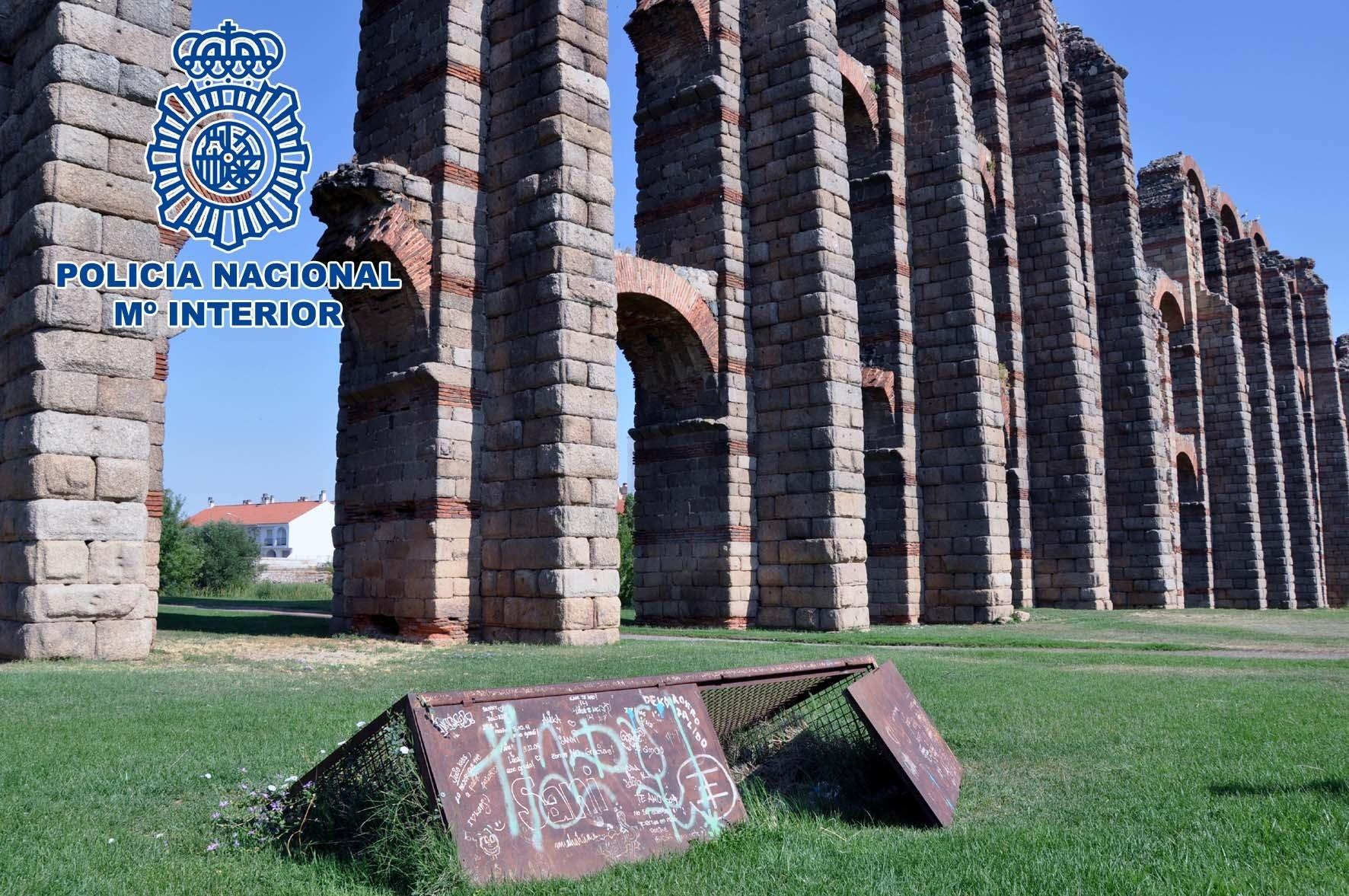 Dos detenidos por robar dos focos que iluminan el Acueducto de Los Milagros de Mérida