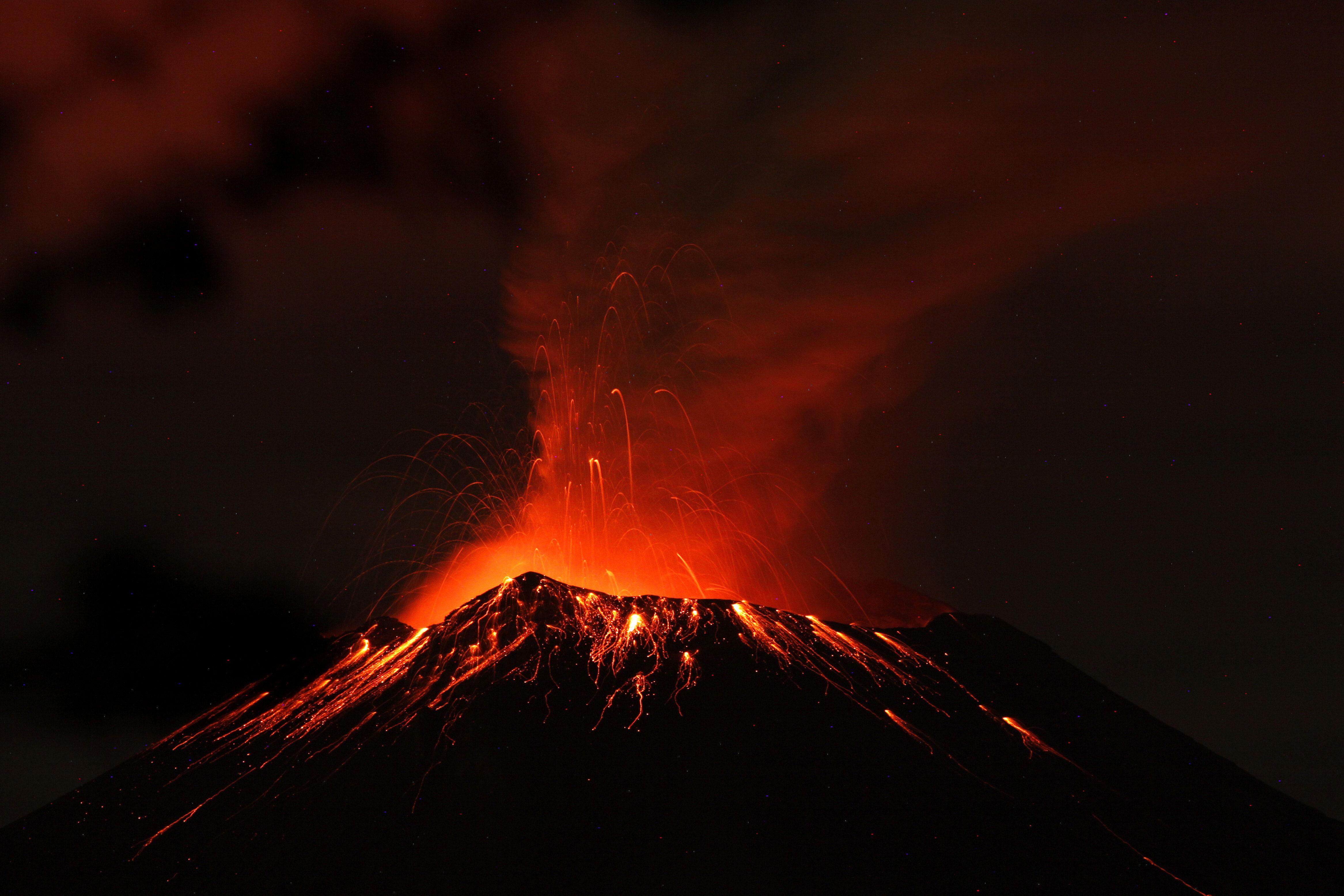 El volcán mexicano está inquieto y causa problemas a la capital