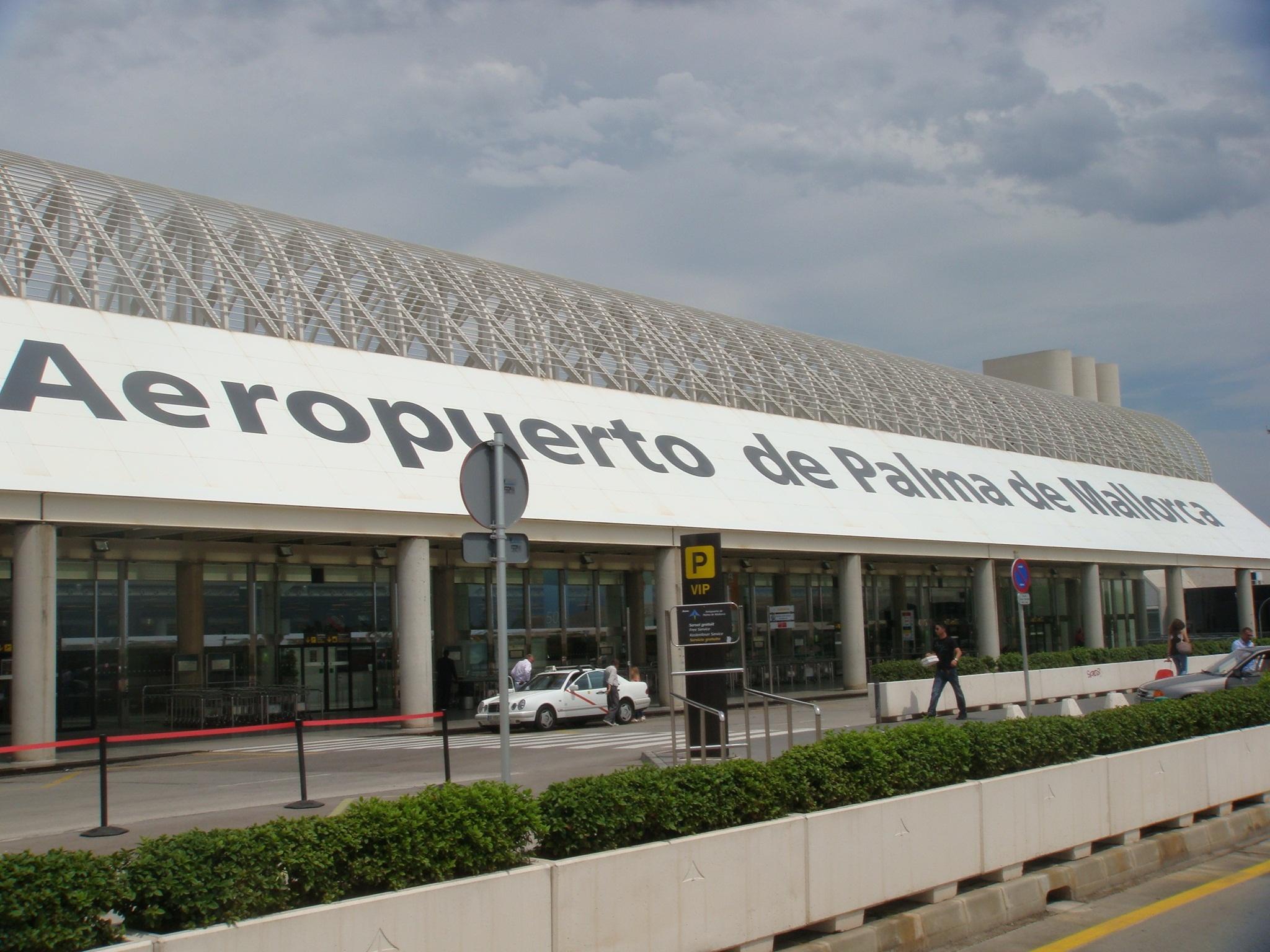 El Aeropuerto de Menorca dispone 15 minutos gratis de conexión a Internet vía wifi para los usuarios y pasajeros