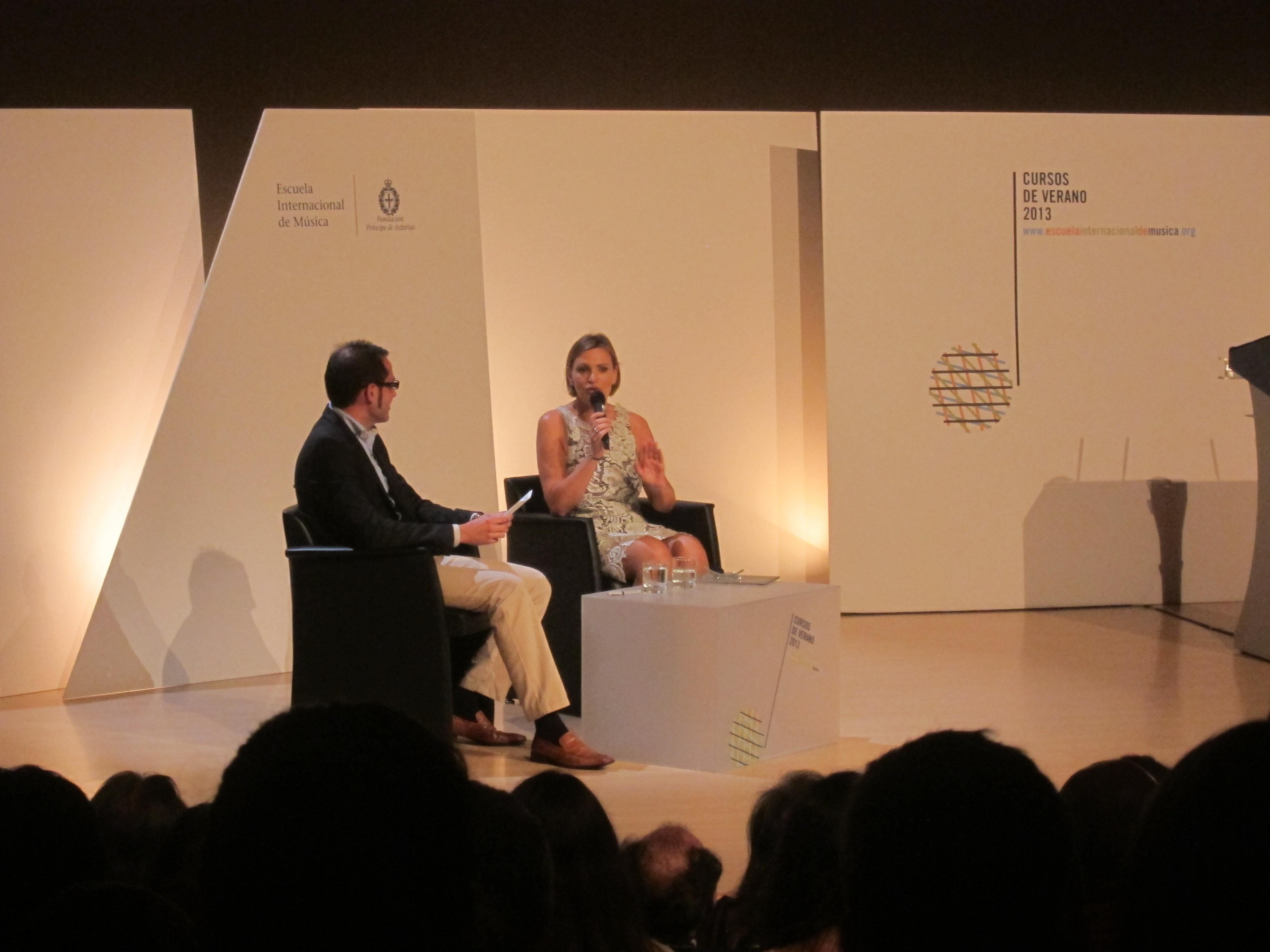 Ainhoa Arteta alerta de la «peligrosa» situación de la ópera y critica el trato que la »Ley Wert» da a la música