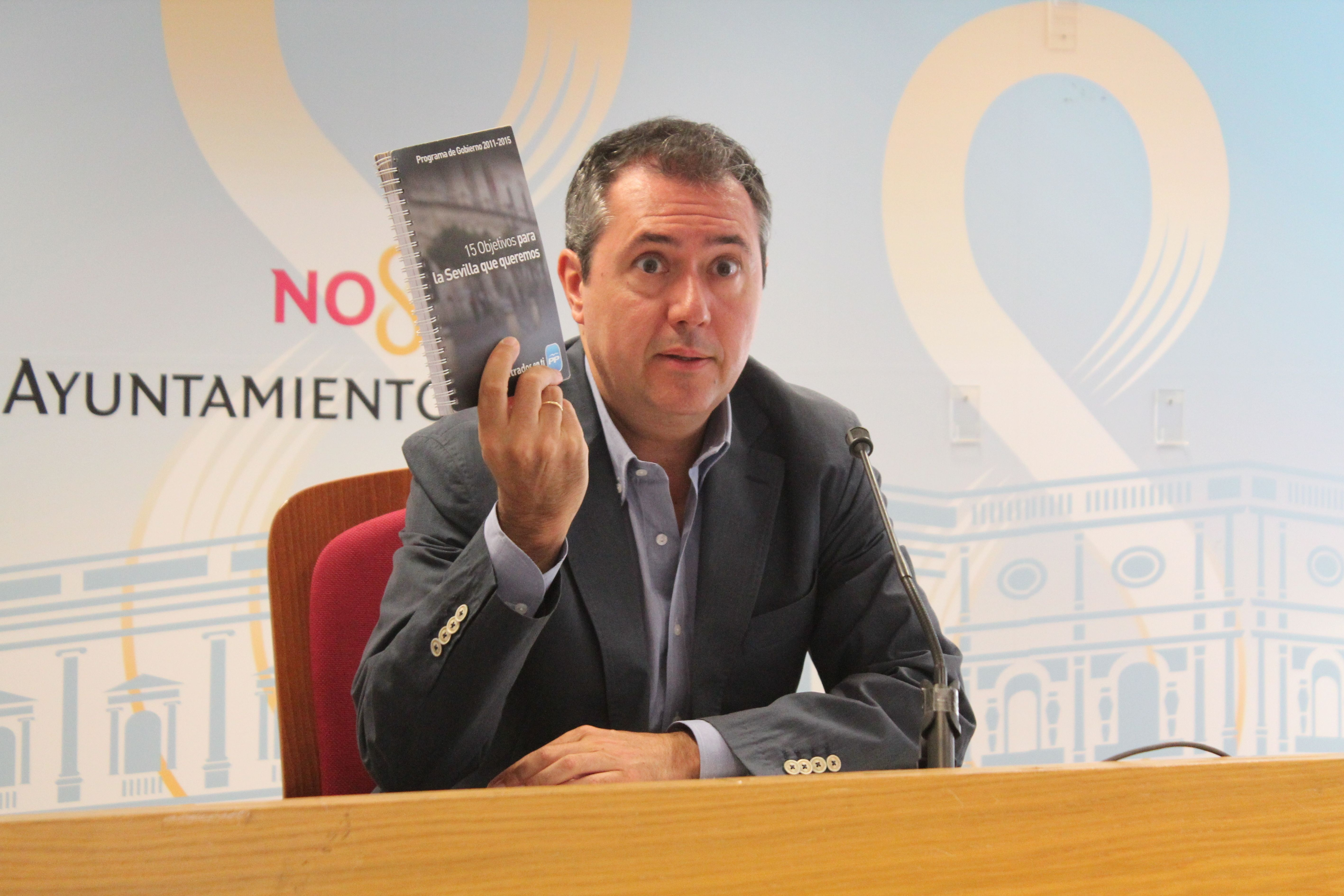 Espadas: «Zoido permanece ciego, sordo y mudo ante las medidas de Rajoy que inciden sobre los sevillanos»
