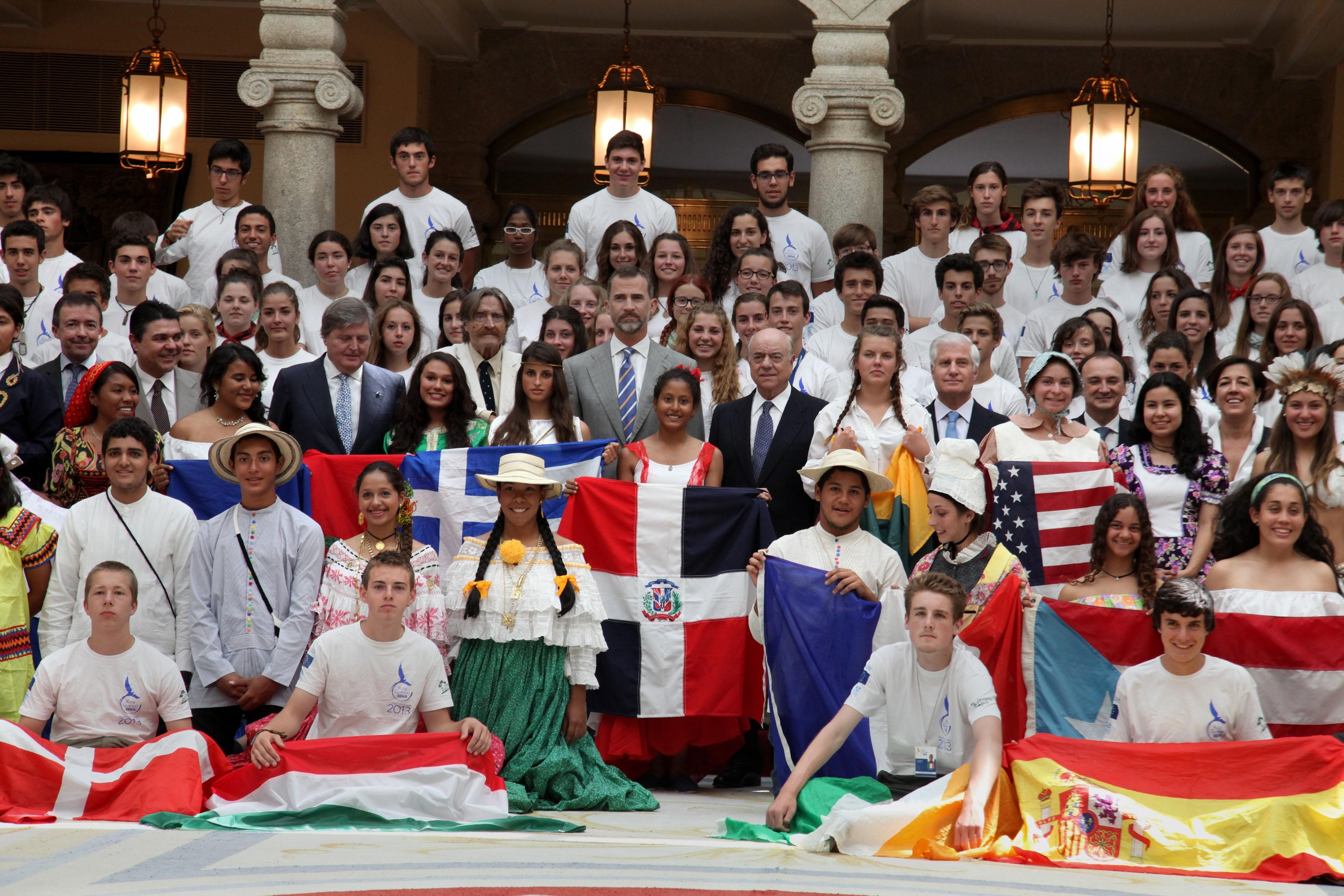El príncipe Felipe recibe en El Pardo a los expedicionarios de la XVIII Ruta Quetzal BBVA, que llegará a Extremadura