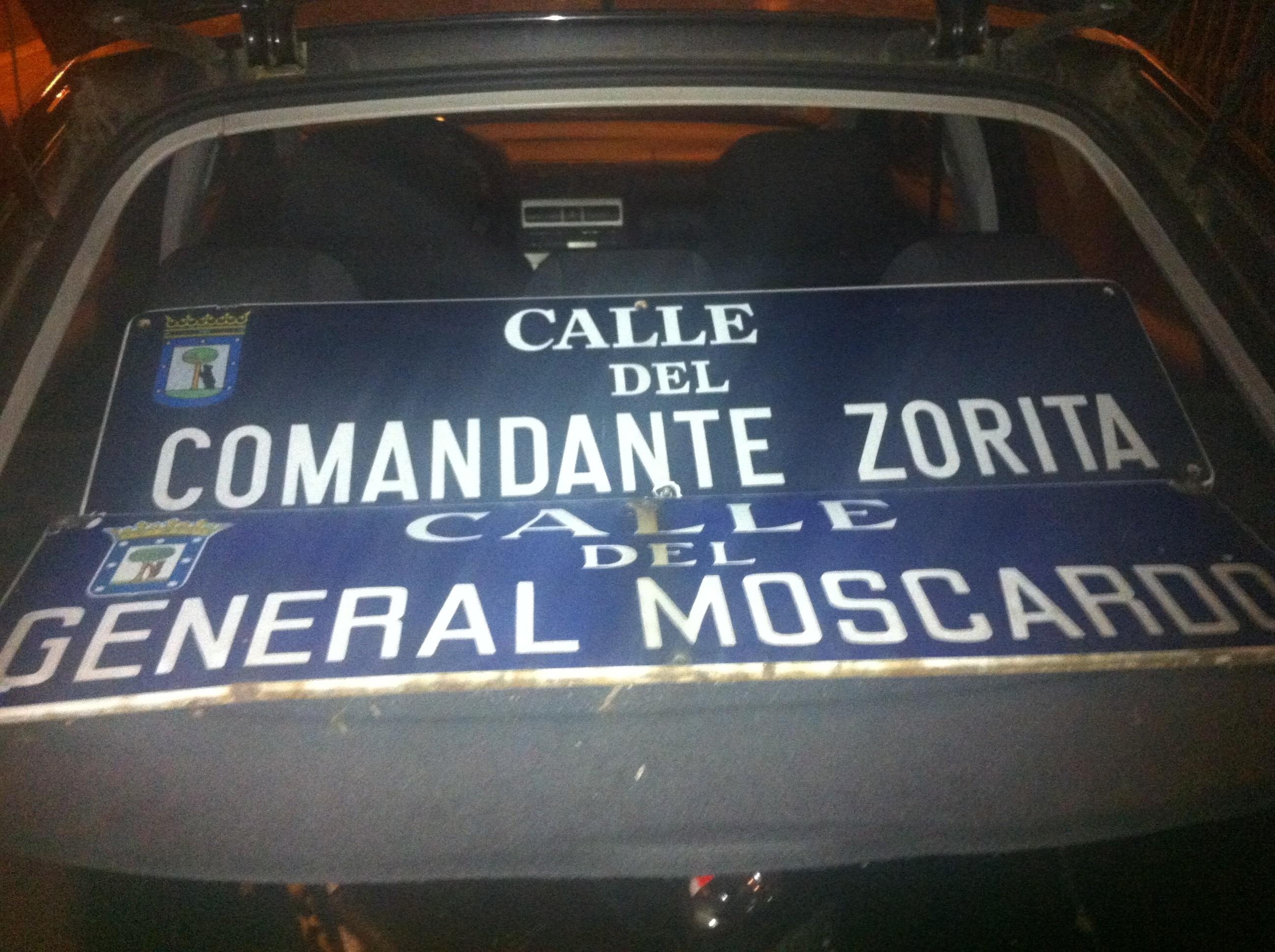 Foro por la Memoria arranca 4 placas de calles de Madrid con nombres de militares relacionados con el golpe franquista
