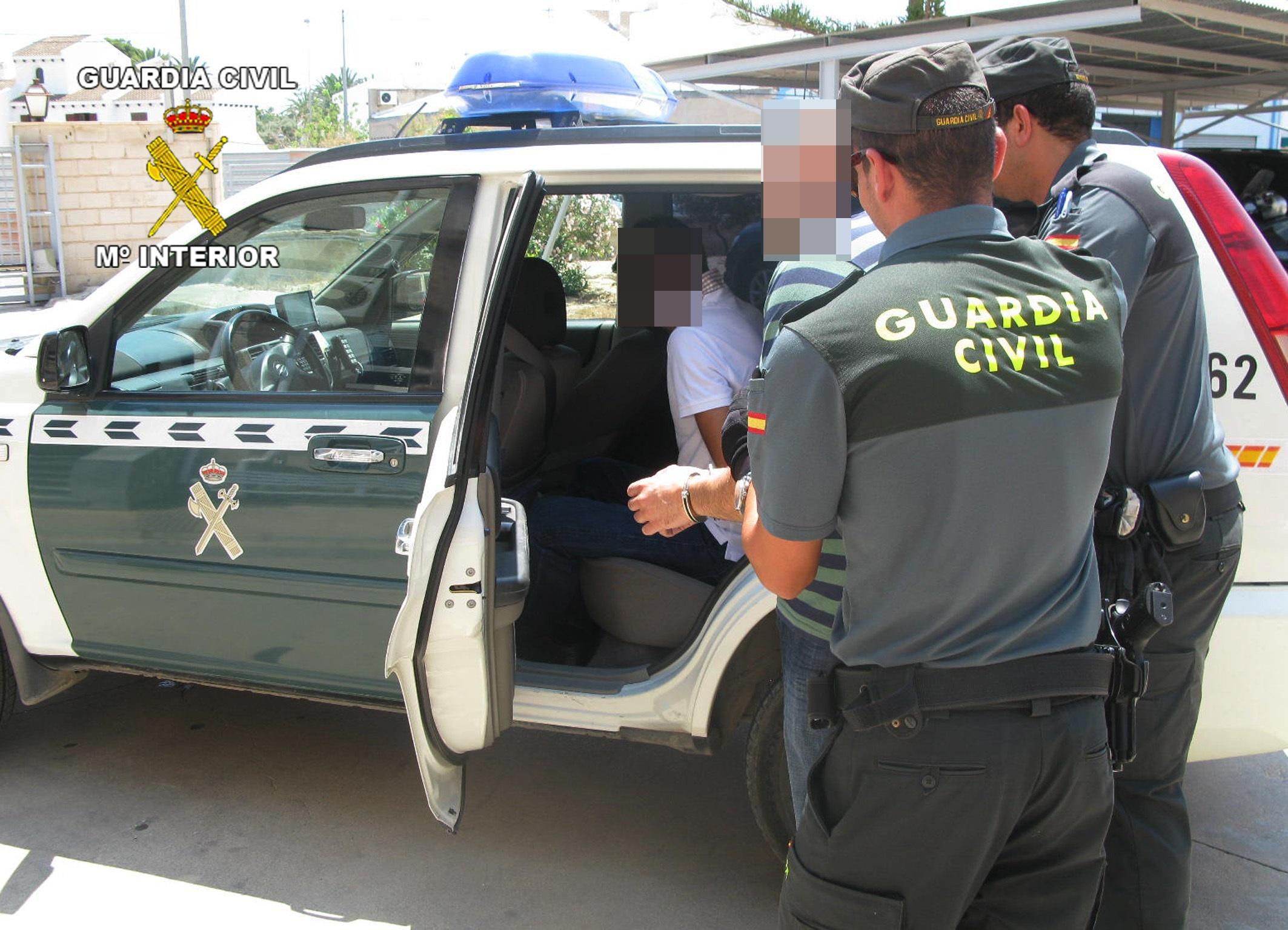 Guardia Civil detiene a dos personas dedicadas a la sustracción de bolsos en el aeropuerto de San Javier
