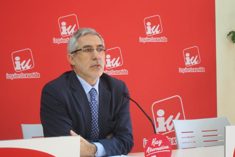 Llamazares ve una «clara incompatibilidad» en la afiliación al PP del presidente del Constitucional