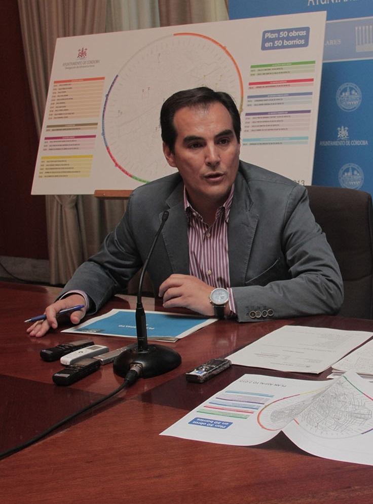 Nieto dice que el PP-A está «mejor preparado sin candidato que el PSOE-A con candidata» para las autonómicas