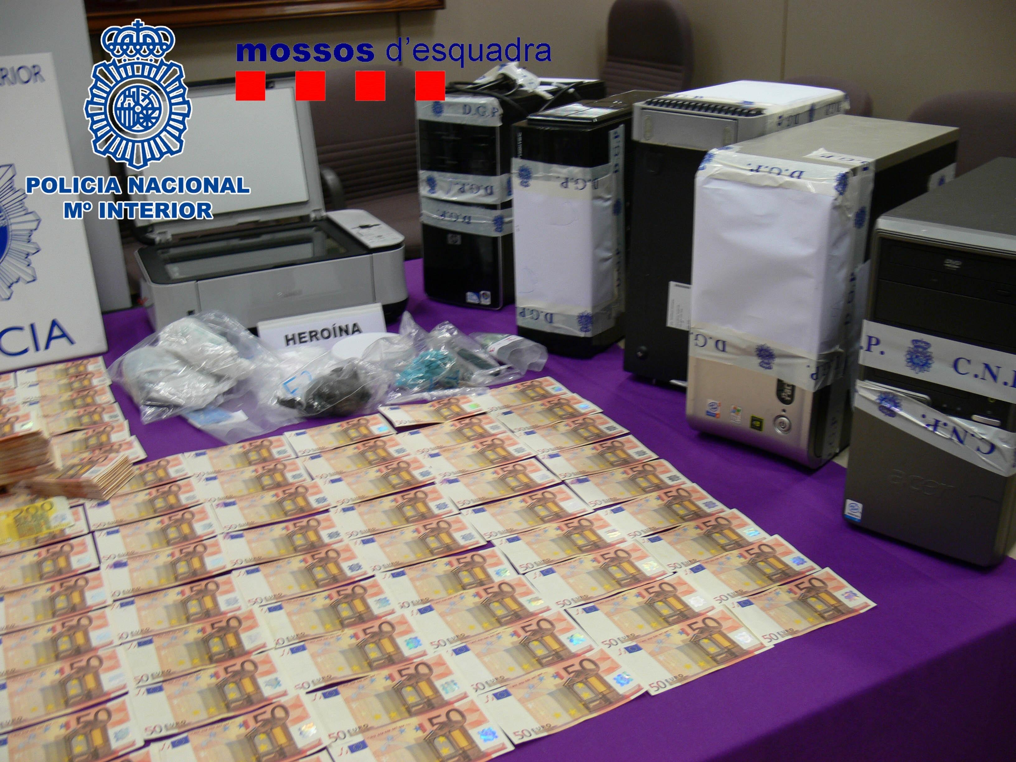 La Policía aconseja comprobar en los billetes de 50 euros el holograma, el valor facial y las impresiones calcográficas