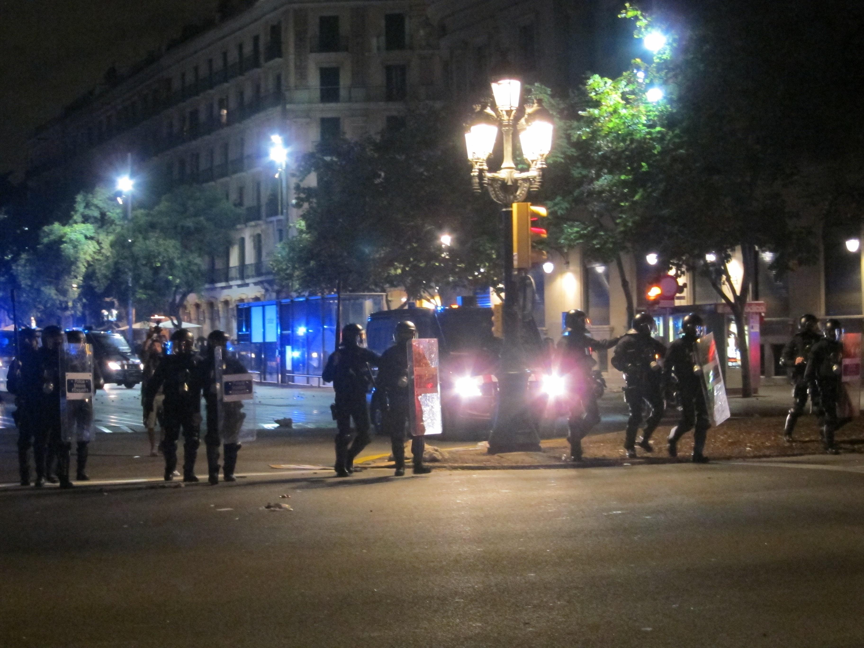 El juez cita de nuevo al subinspector imputado en el caso de la mujer que perdió un ojo y a otros cuatro mossos