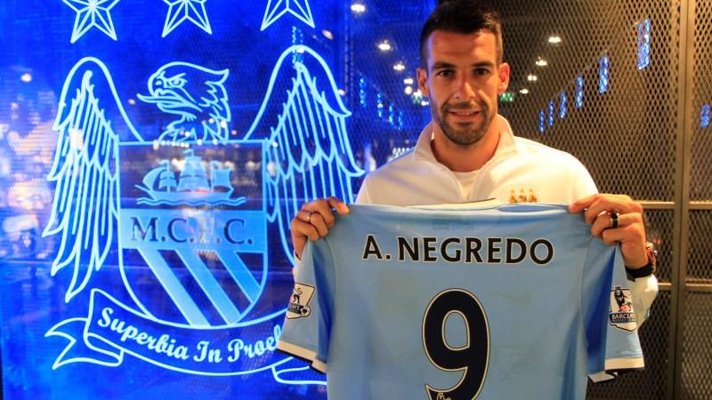 Álvaro Negredo ya luce el número 9 en el Manchester City