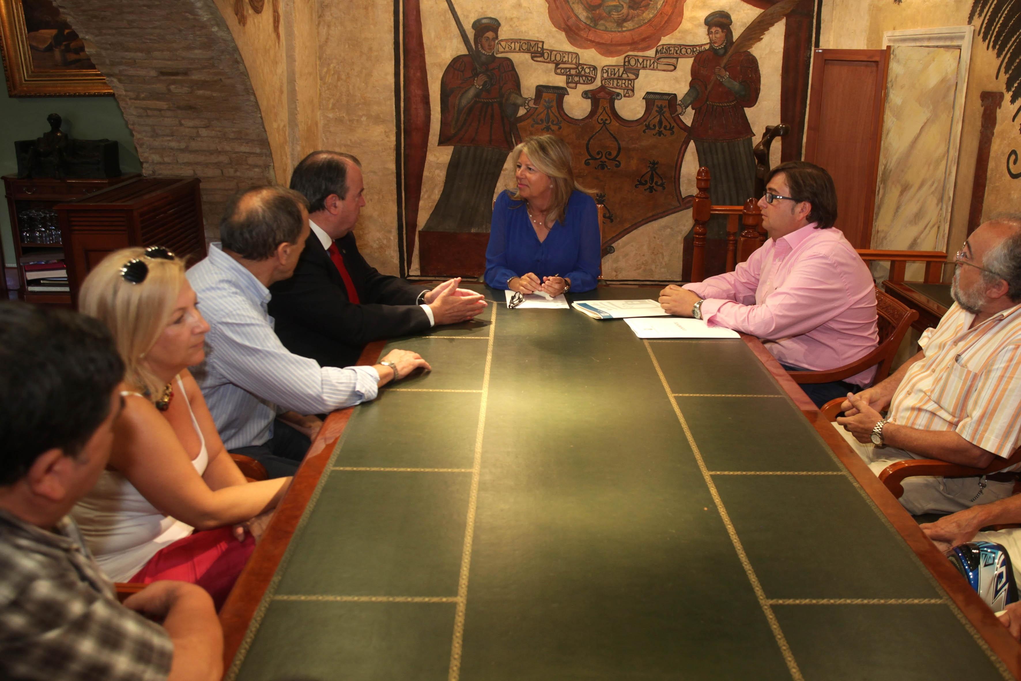 Ayuntamiento de Marbella cede el uso de dos parcelas para prácticas a la Asociación Provincial de Autoescuelas
