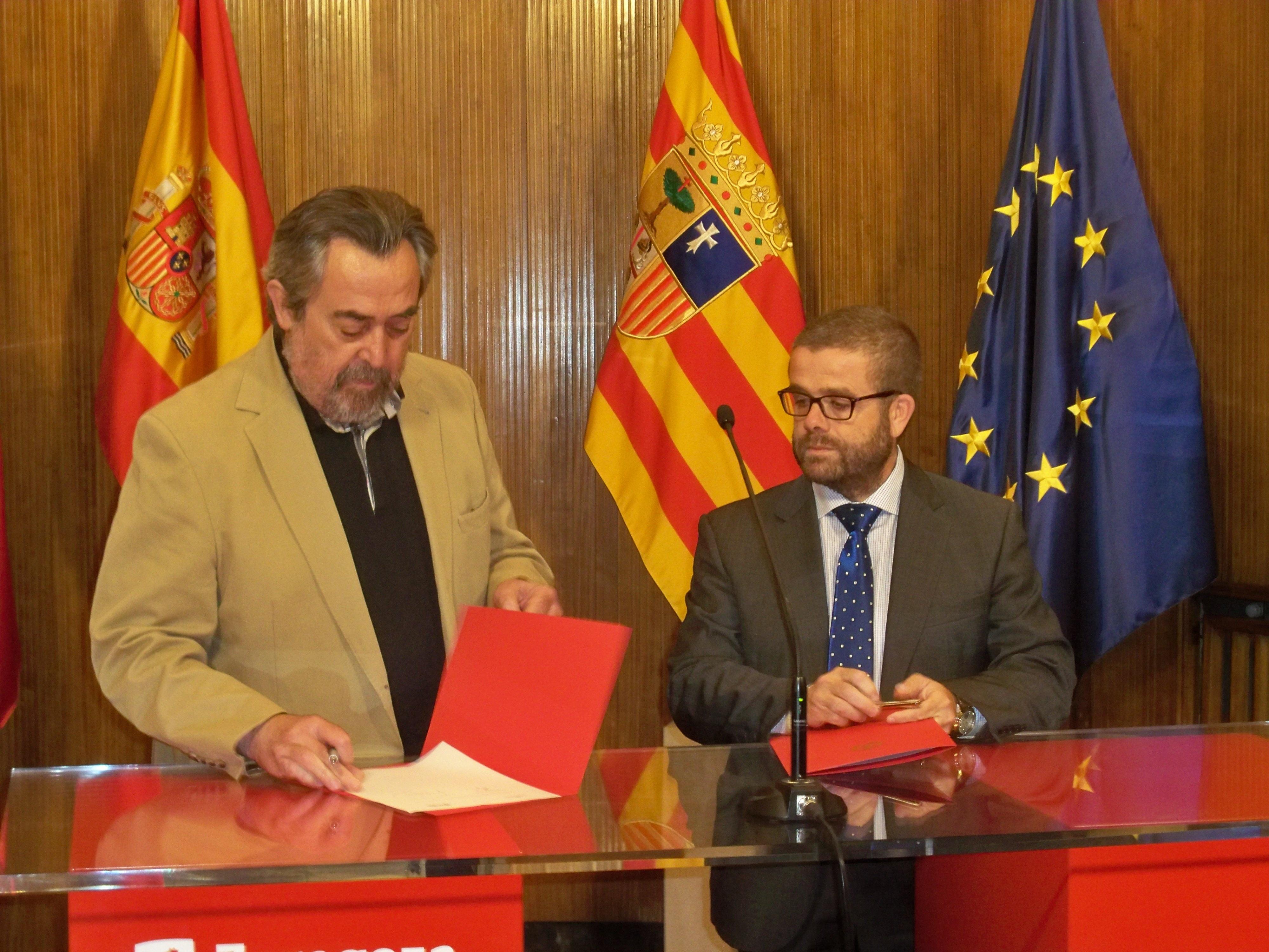 El Ayuntamiento firma un convenio con tres cajas de ahorros para destinar 54 viviendas a alquiler social
