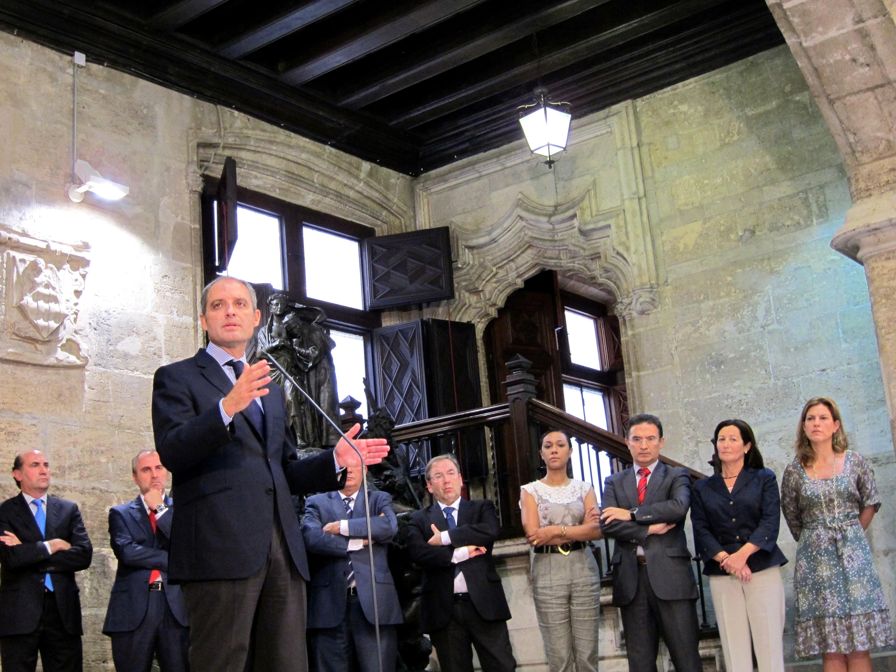 Camps cumple dos años fuera de la Generalitat con un futuro político incierto
