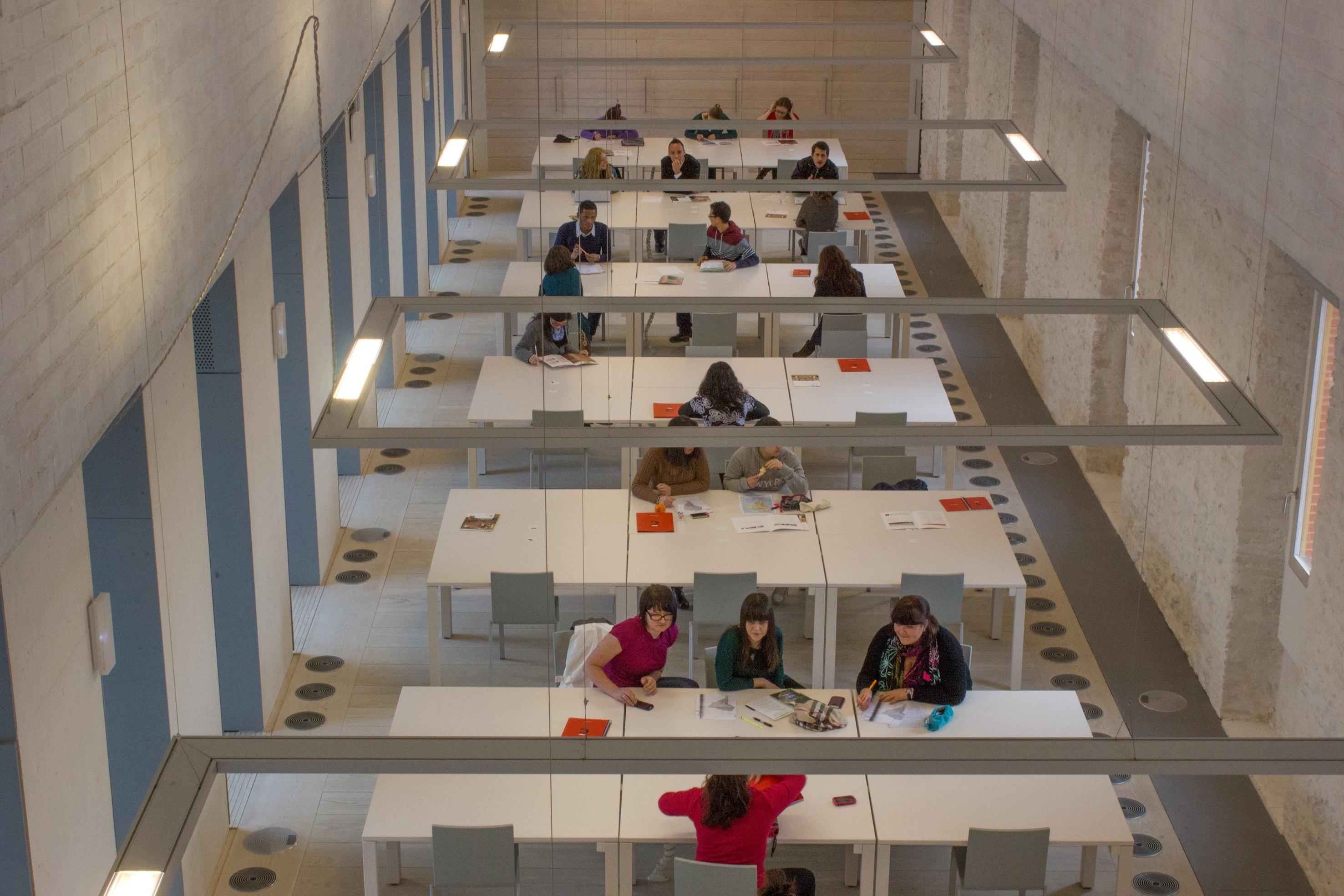 F.La próxima semana se publican nuevas listas para realizar la matrícula en el Grado en Estudios Hispánicos