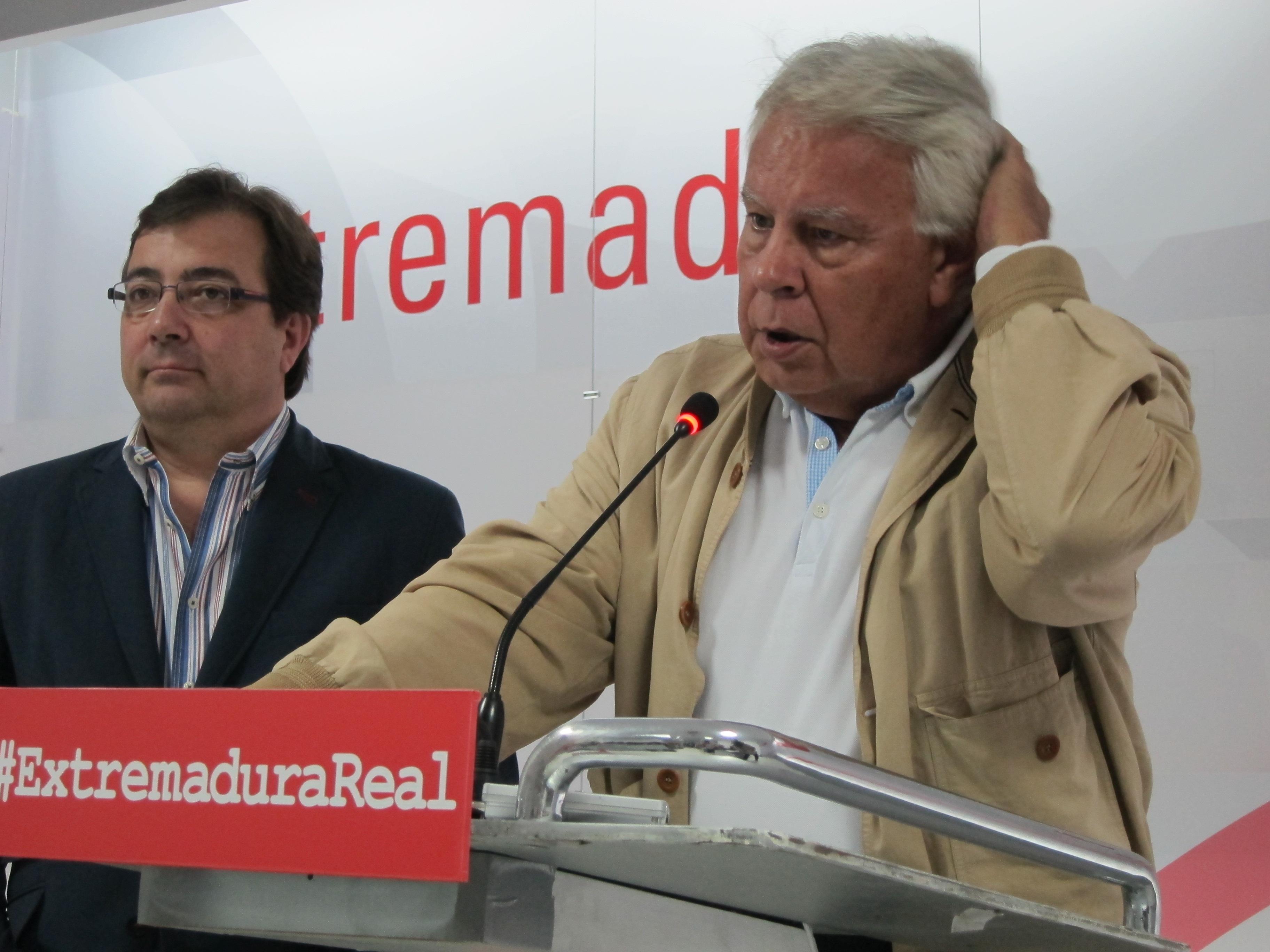 Felipe González cree que Rajoy debe comparecer para dar una explicación «definitiva» a los ciudadanos