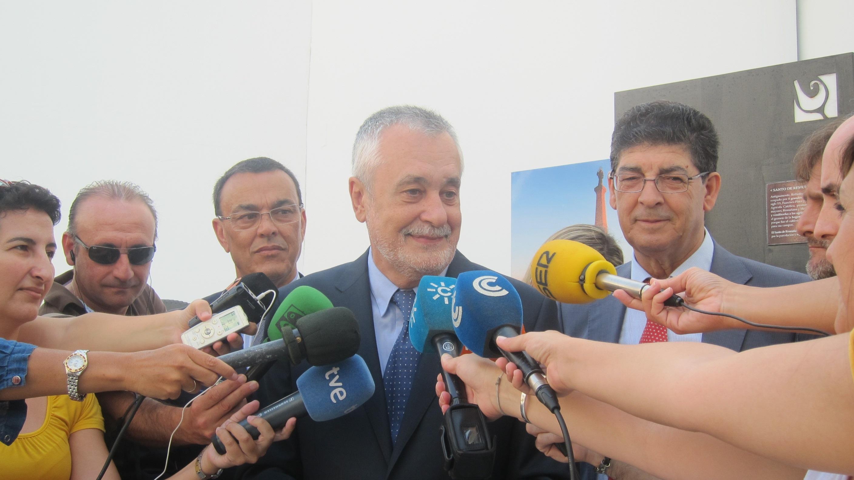 Griñán asegura que «los políticos no tienen por qué contar sus estrategias» y que «el futuro no está escrito»